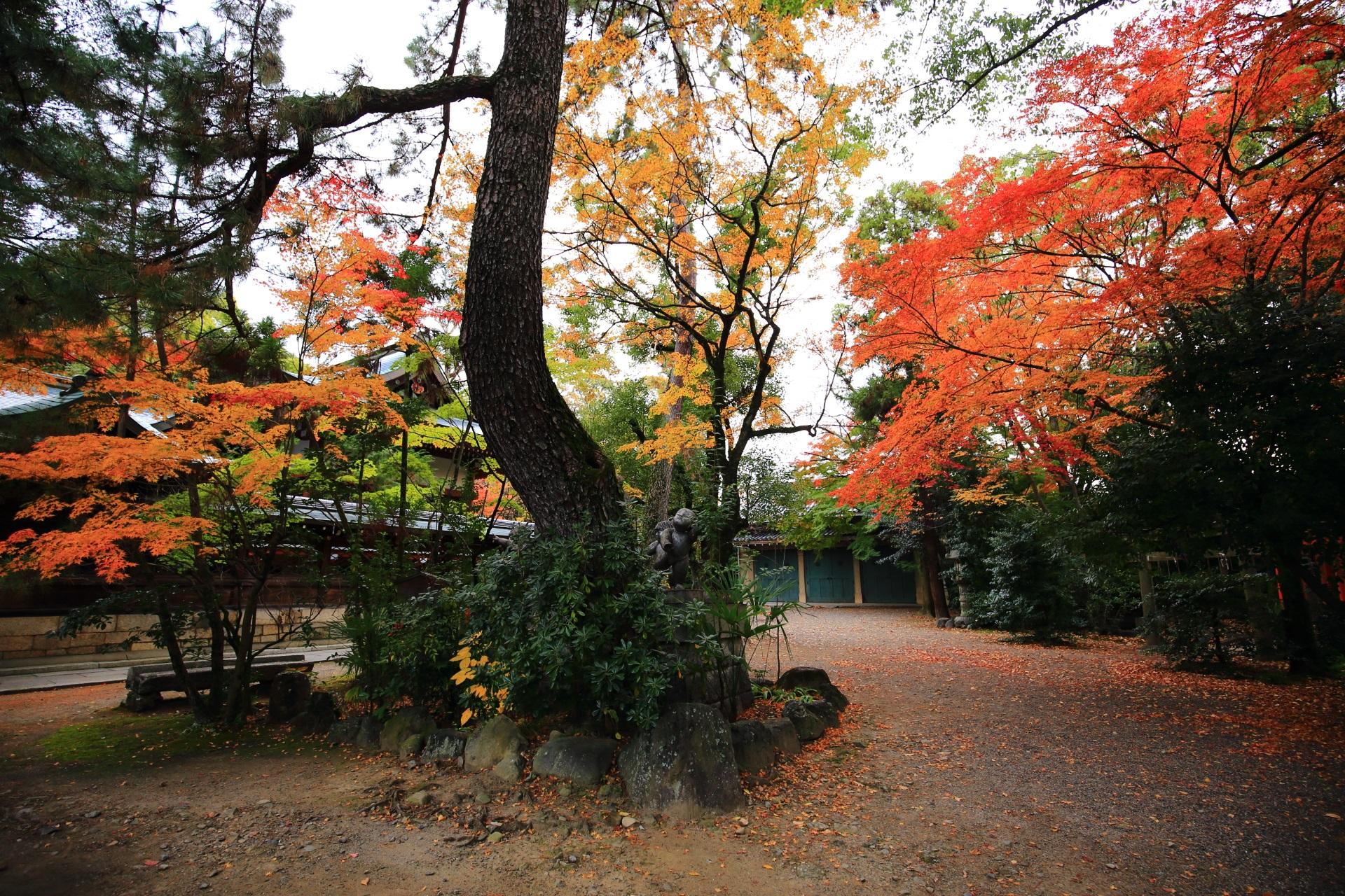 上御霊神社の色とりどりの鮮やかな紅葉