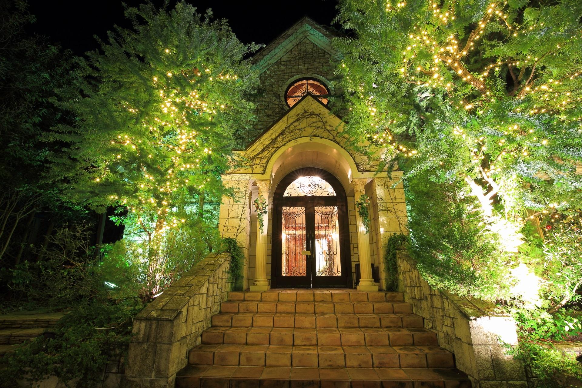 雰囲気が最高の本物の教会のイルミネーション