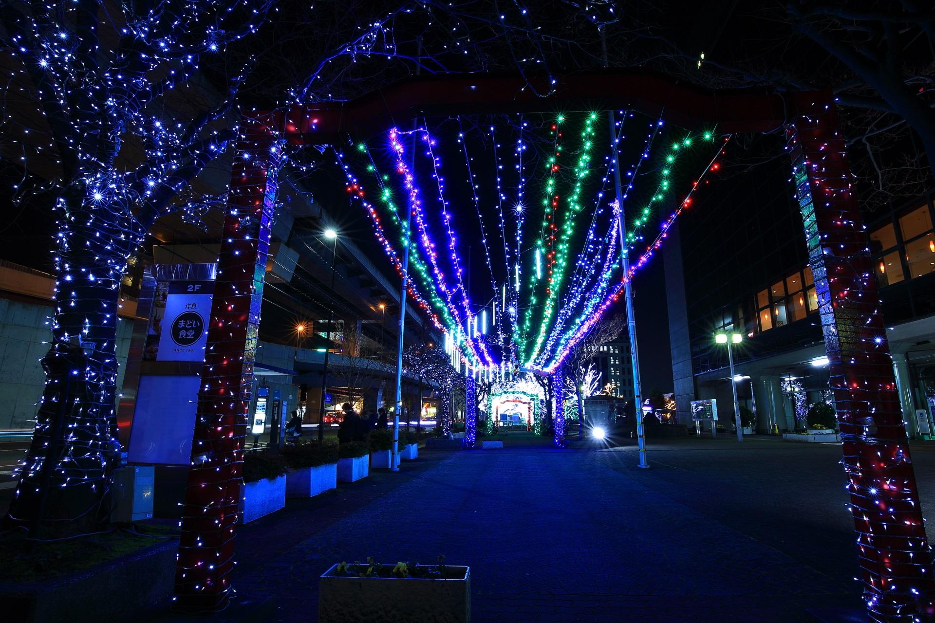 京セラ本社のイルミネーションのトンネル
