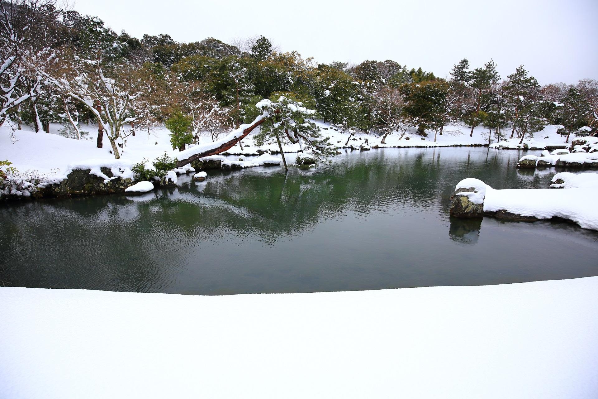 一瞬の輝きの雪の京都と天龍寺