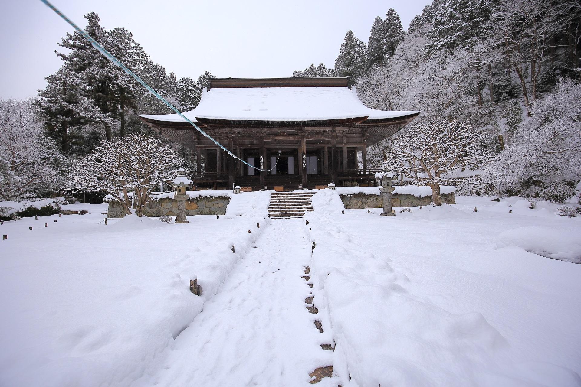 本堂の雪景色