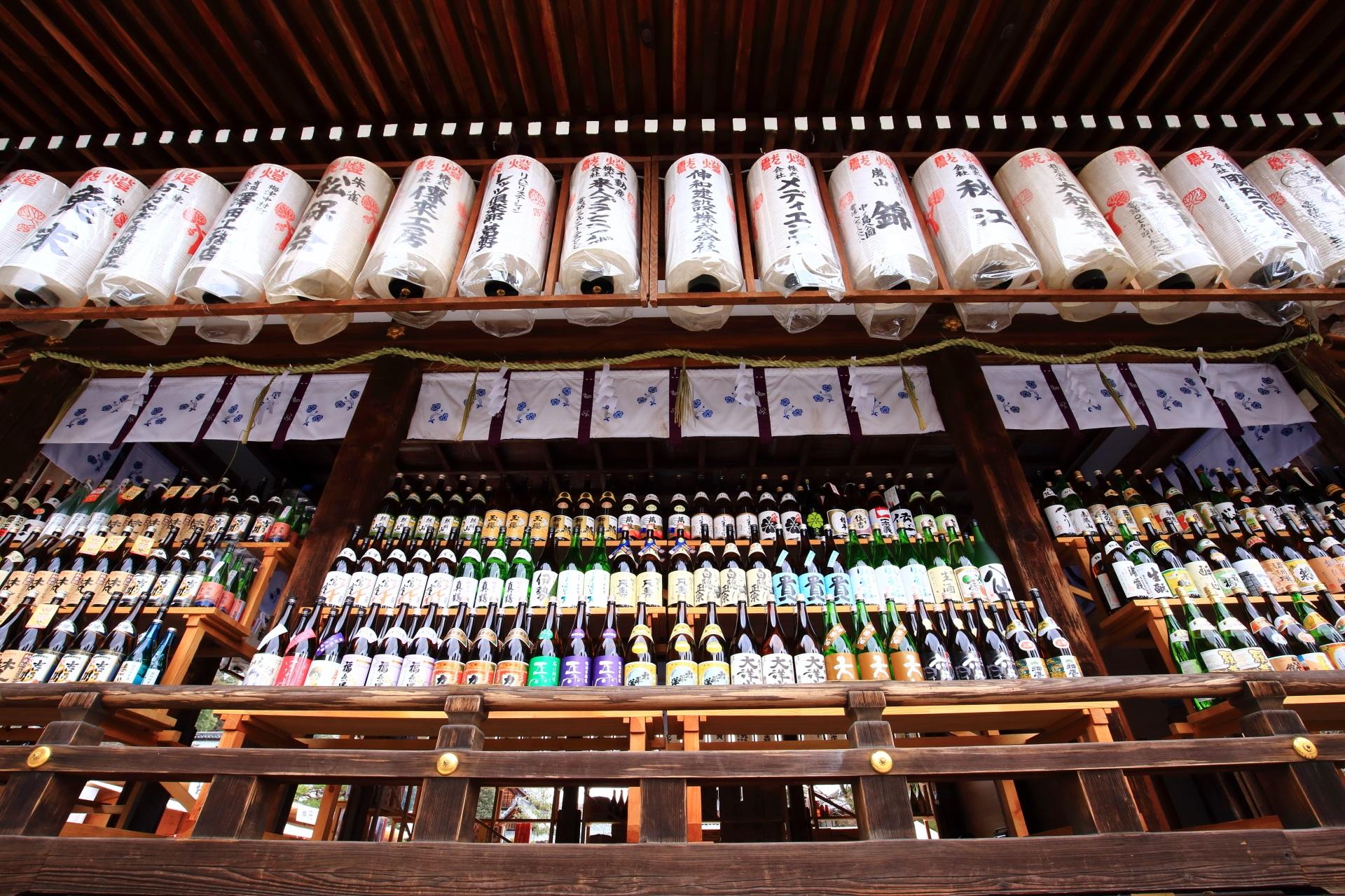 お酒の神社の松尾大社のお正月の酒瓶