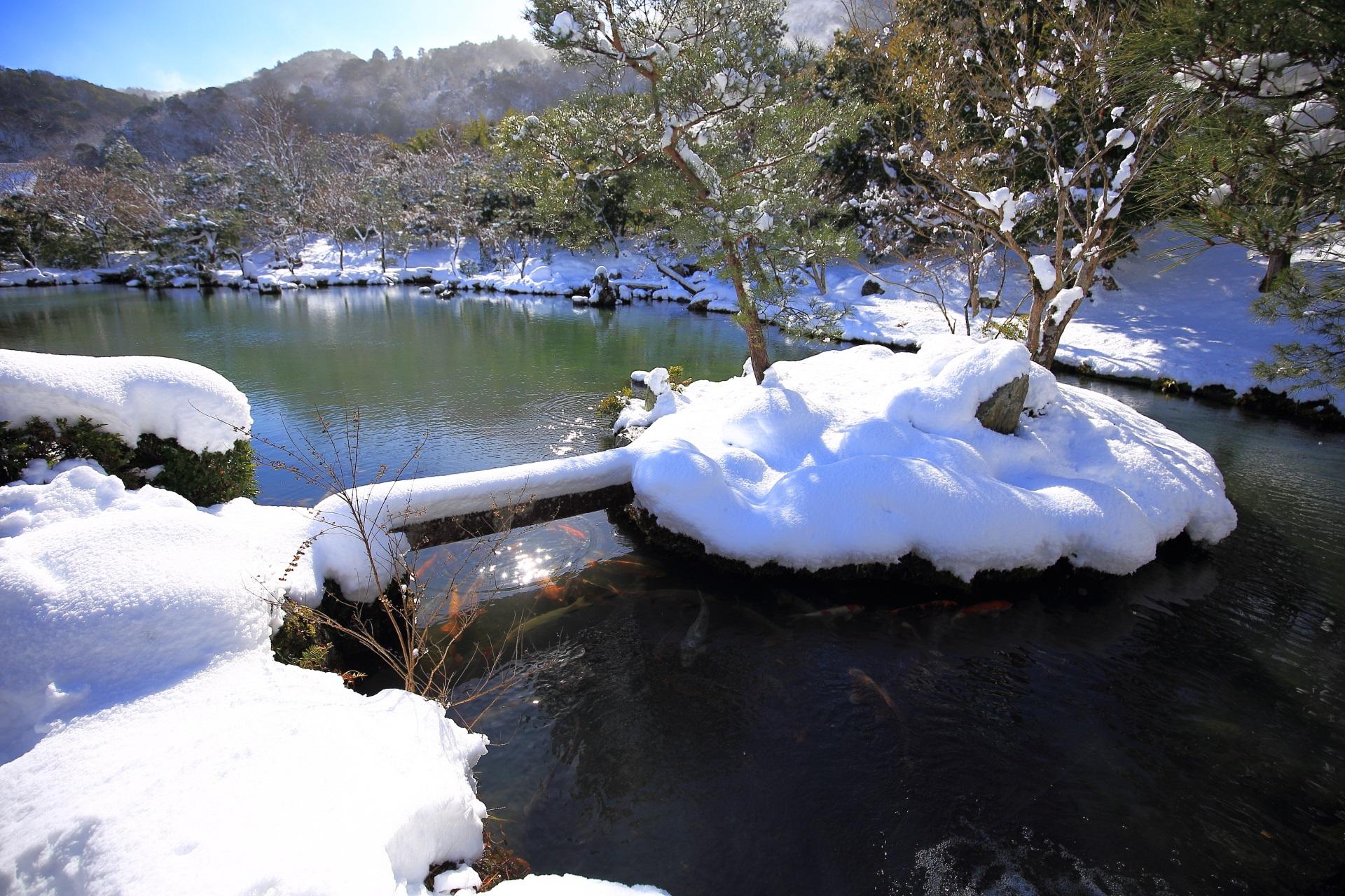 雪につつまれた冬の天龍寺