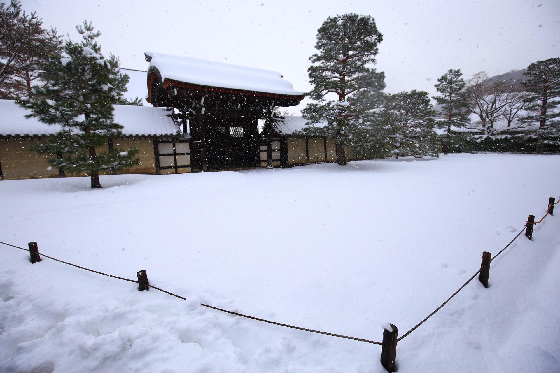 方丈庭園の雪景色