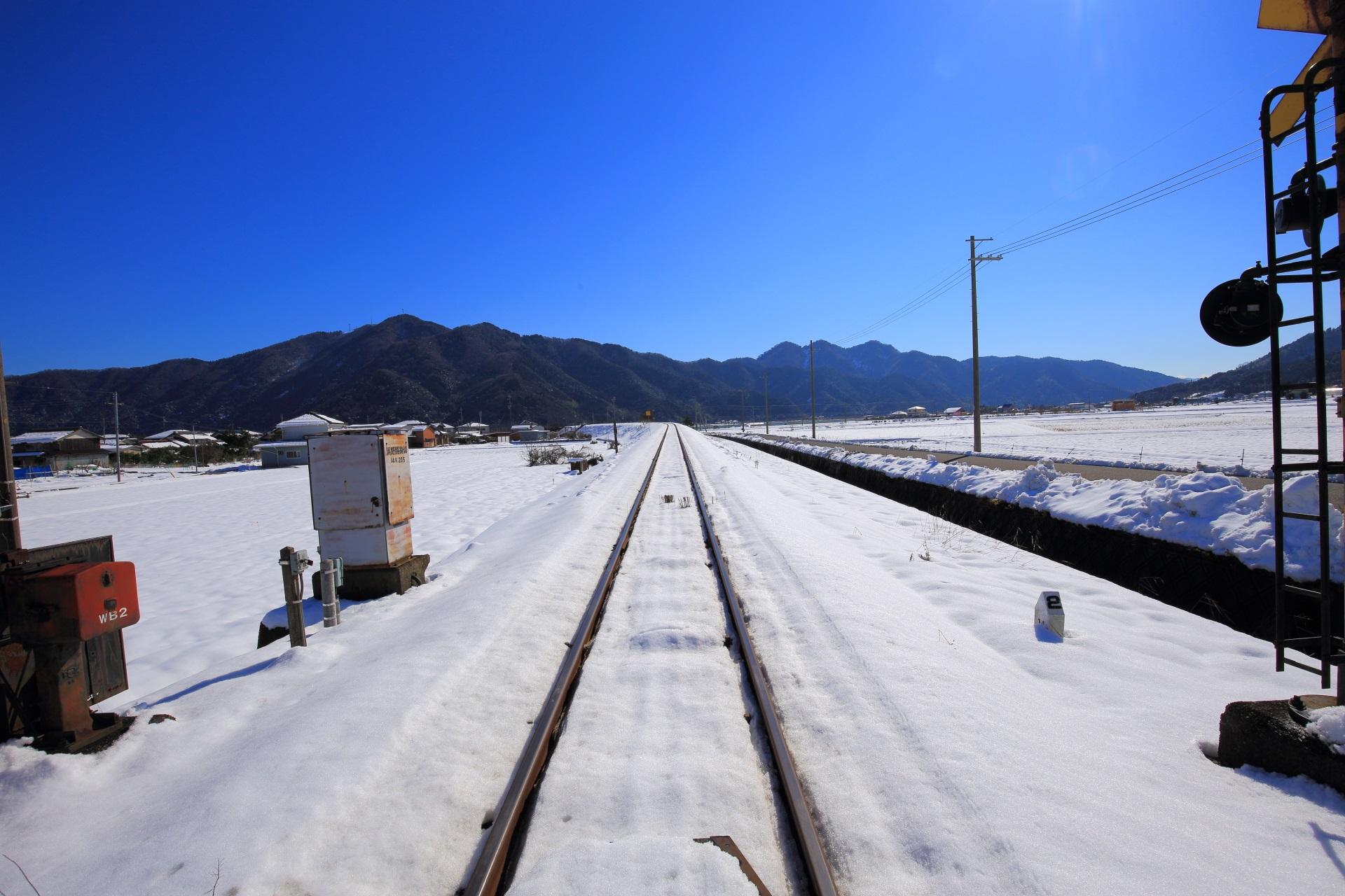 白銀と青空の美しい京都丹後鉄道の線路