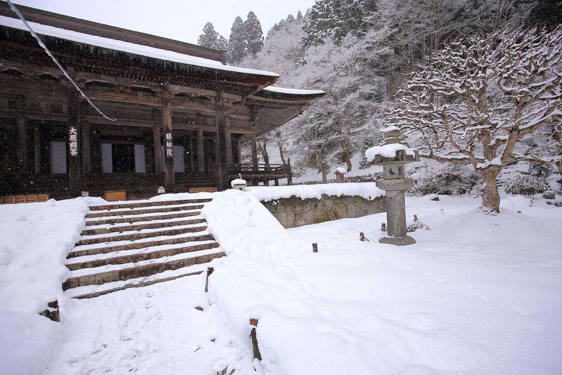 高画質 写真 勝林院 雪景色