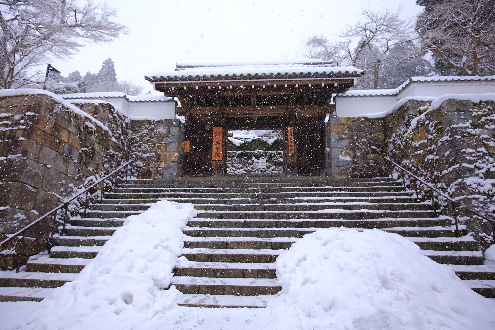 御殿門の雪景色