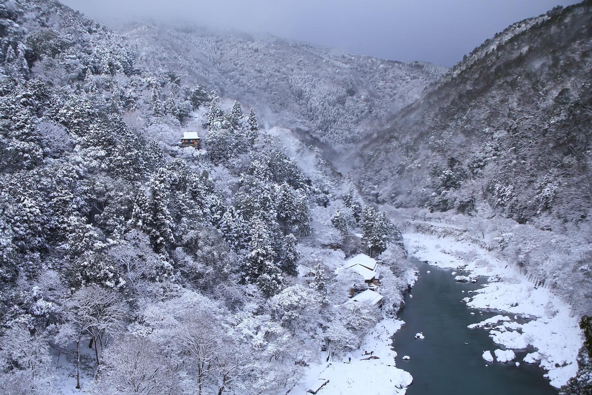 高画質 写真 保津峡 雪景色