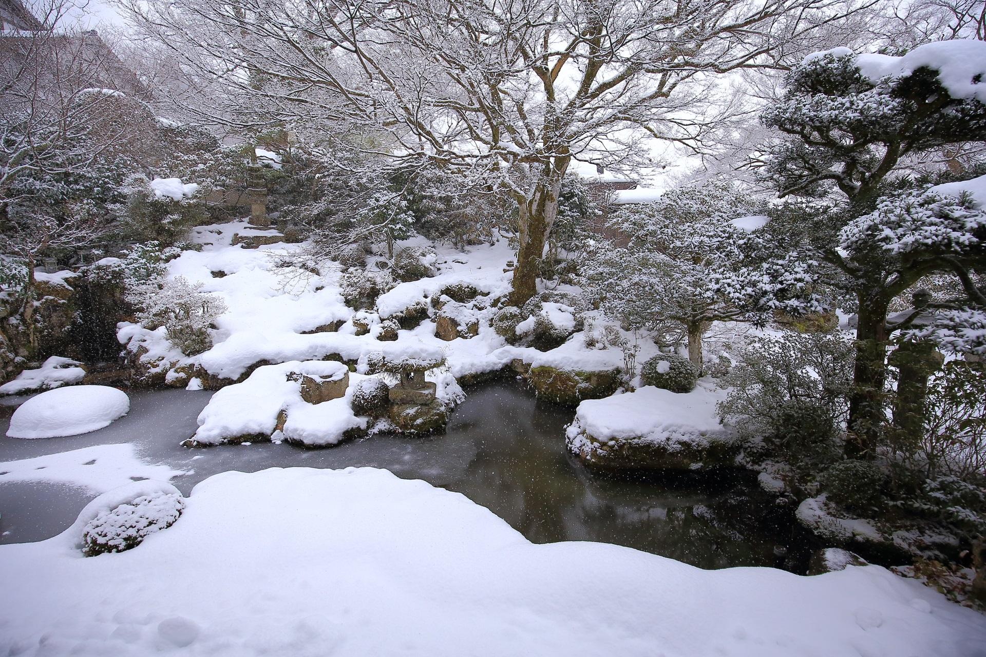 高画質 写真 実光院 雪景色