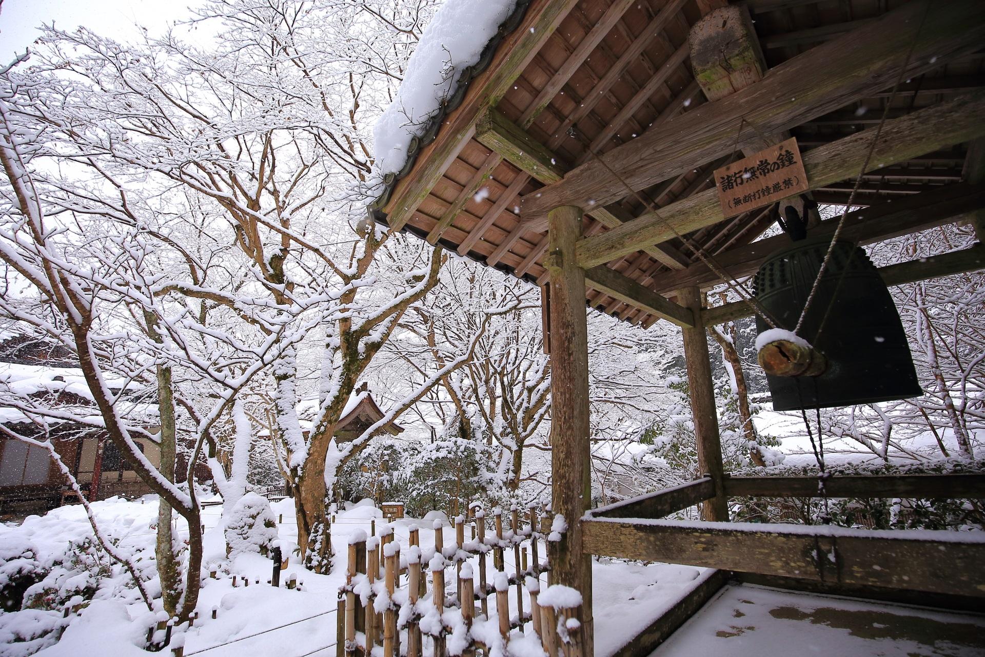 諸行無常の鐘の雪景色