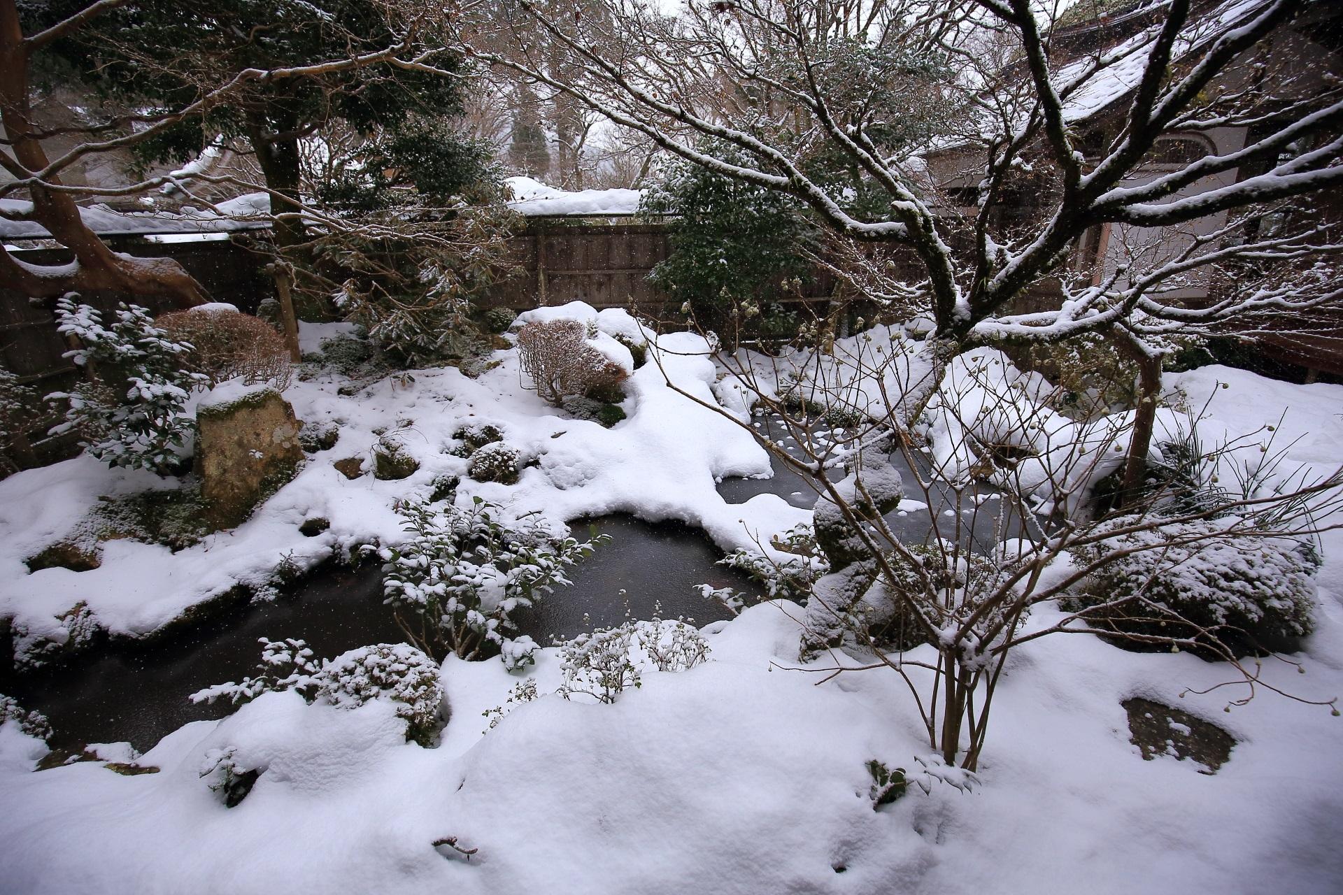 一気に雪が積もった大原の宝泉院(ほうせんいん)