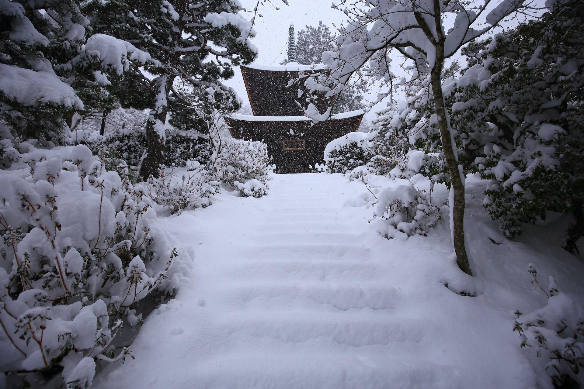 宝塔の雪景色