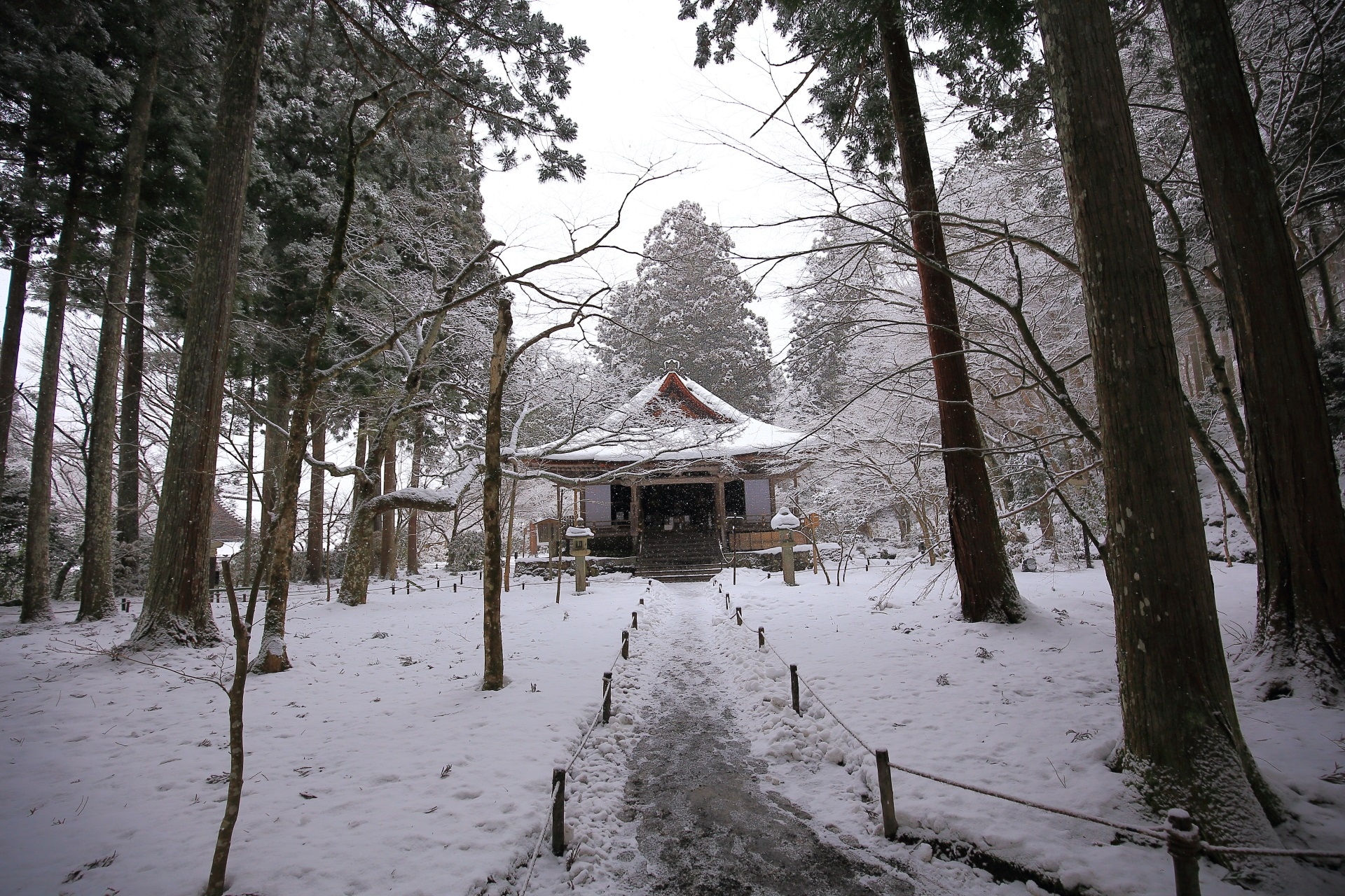 往生極楽院の雪景色