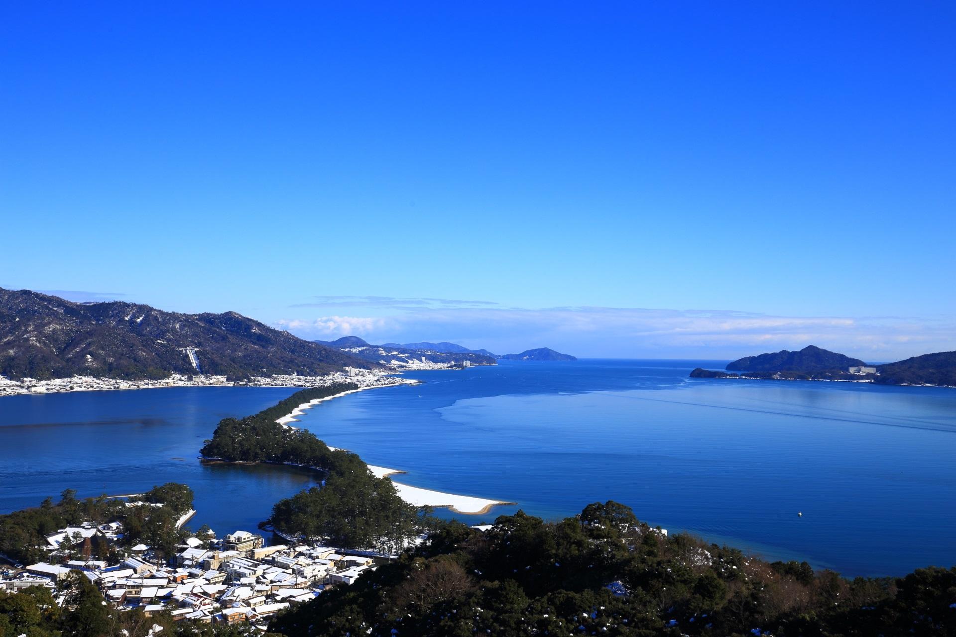 穏やかな青い海と空