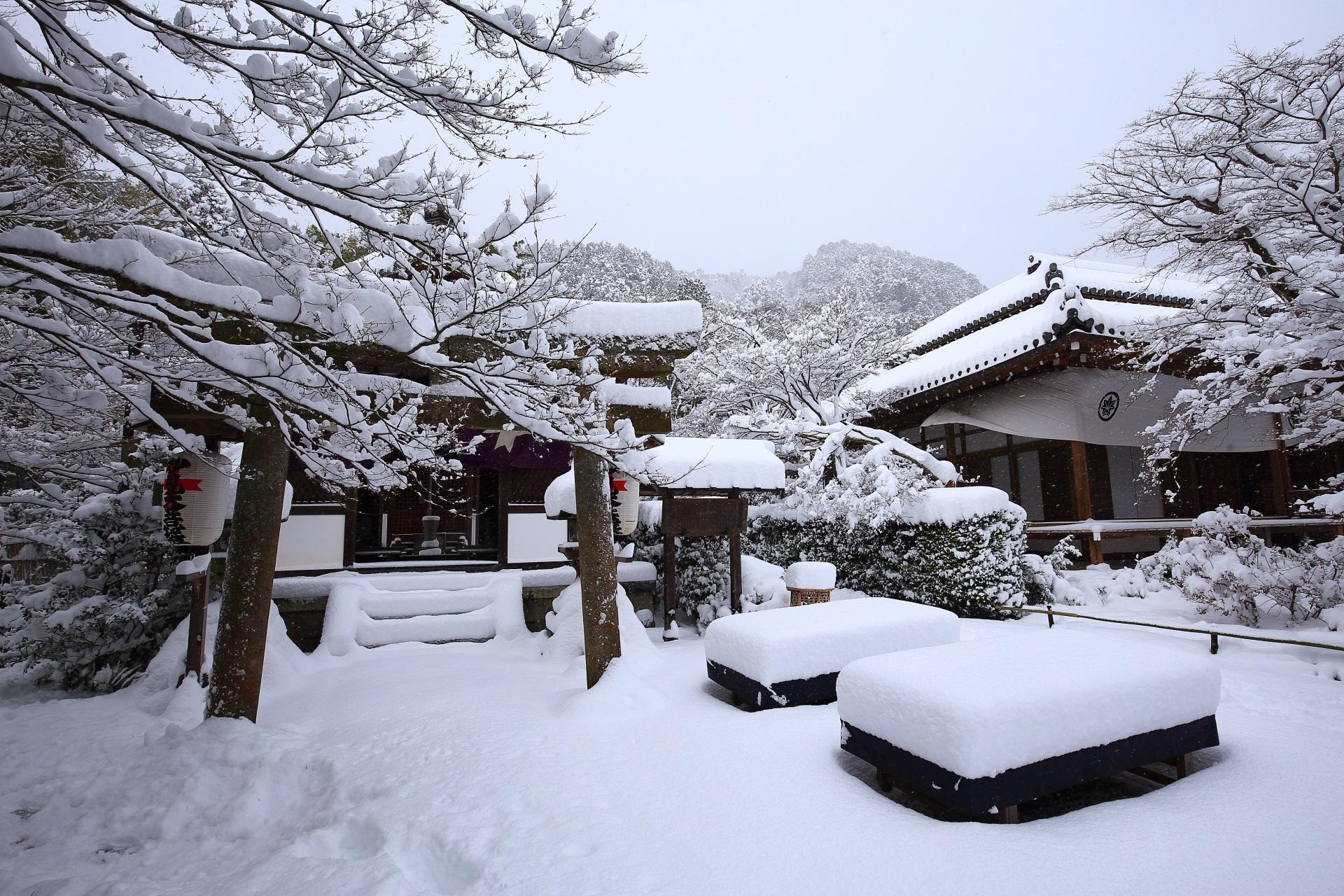 常寂光寺の妙見堂の雪景色