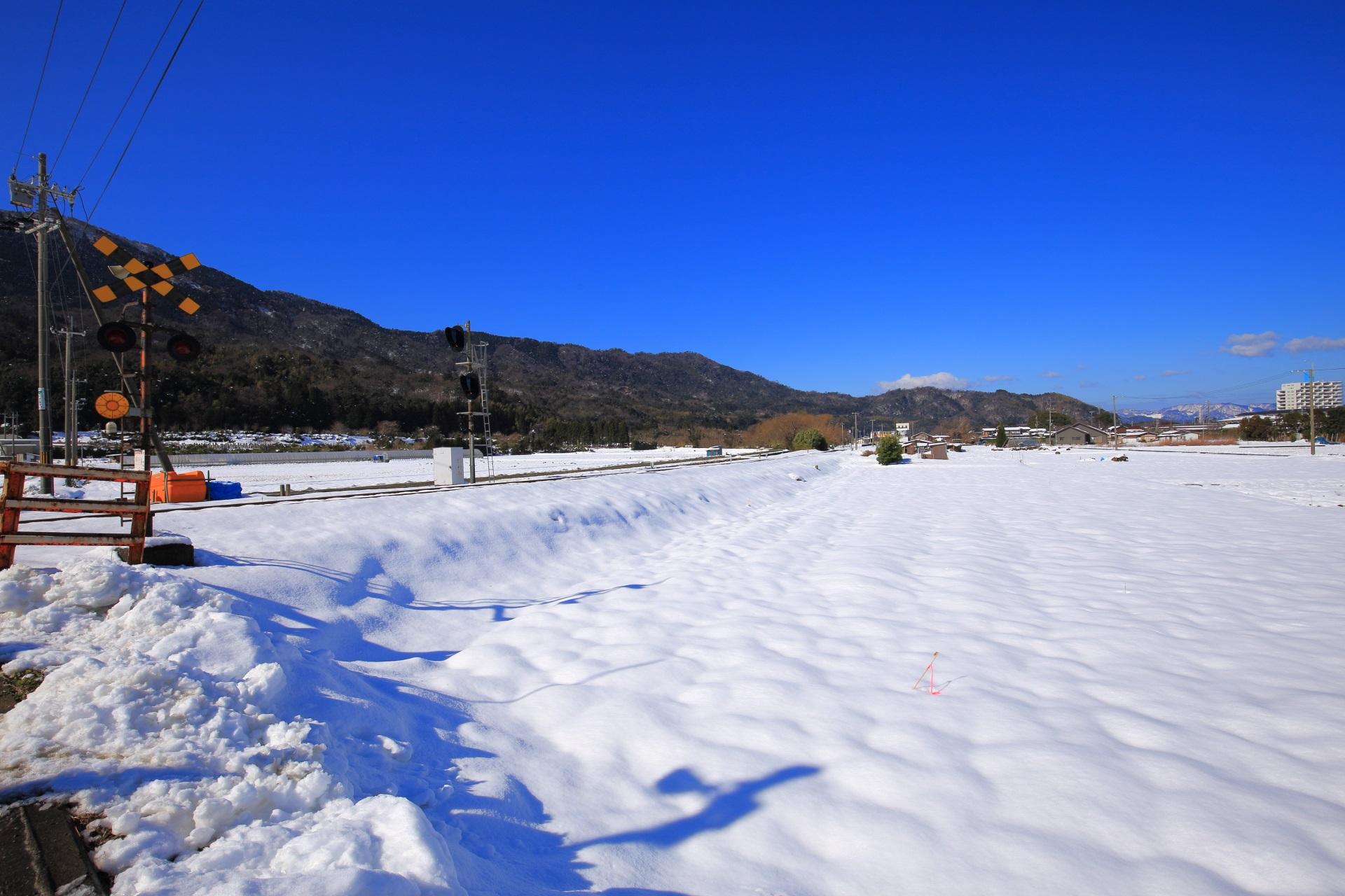 雪に覆われた京都丹後鉄道の冬景色