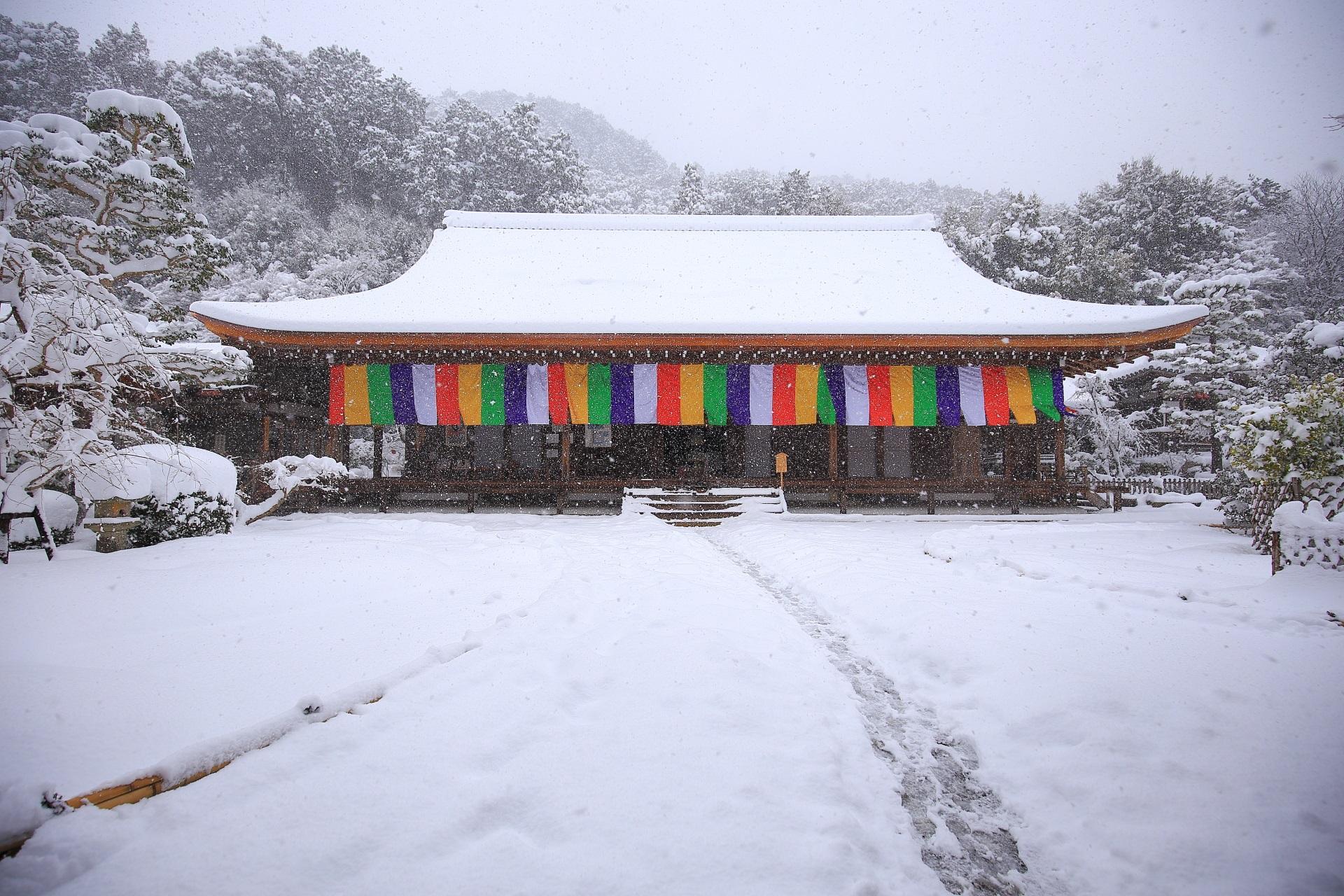 二尊人の本堂の雪景色