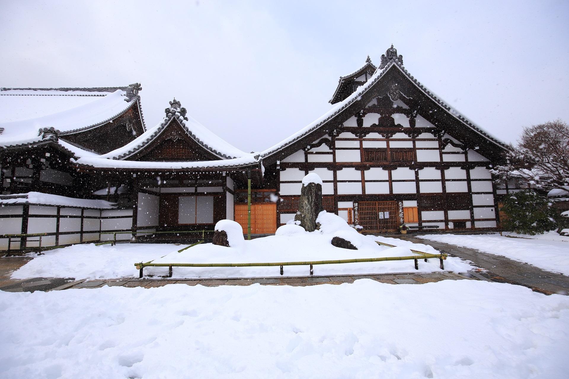 天龍寺の庫裡の雪景色