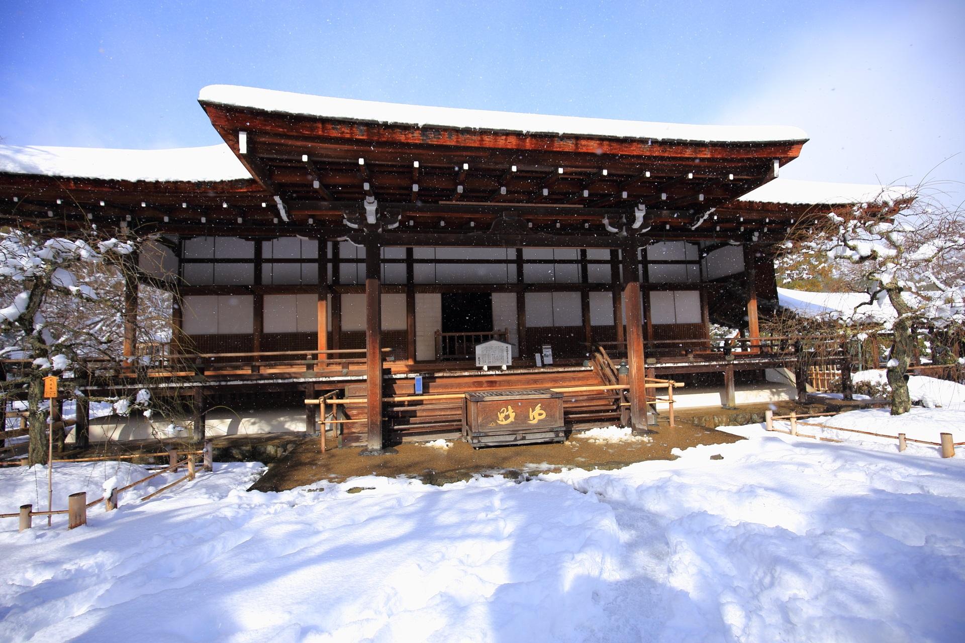 天龍寺の多宝殿の雪景色