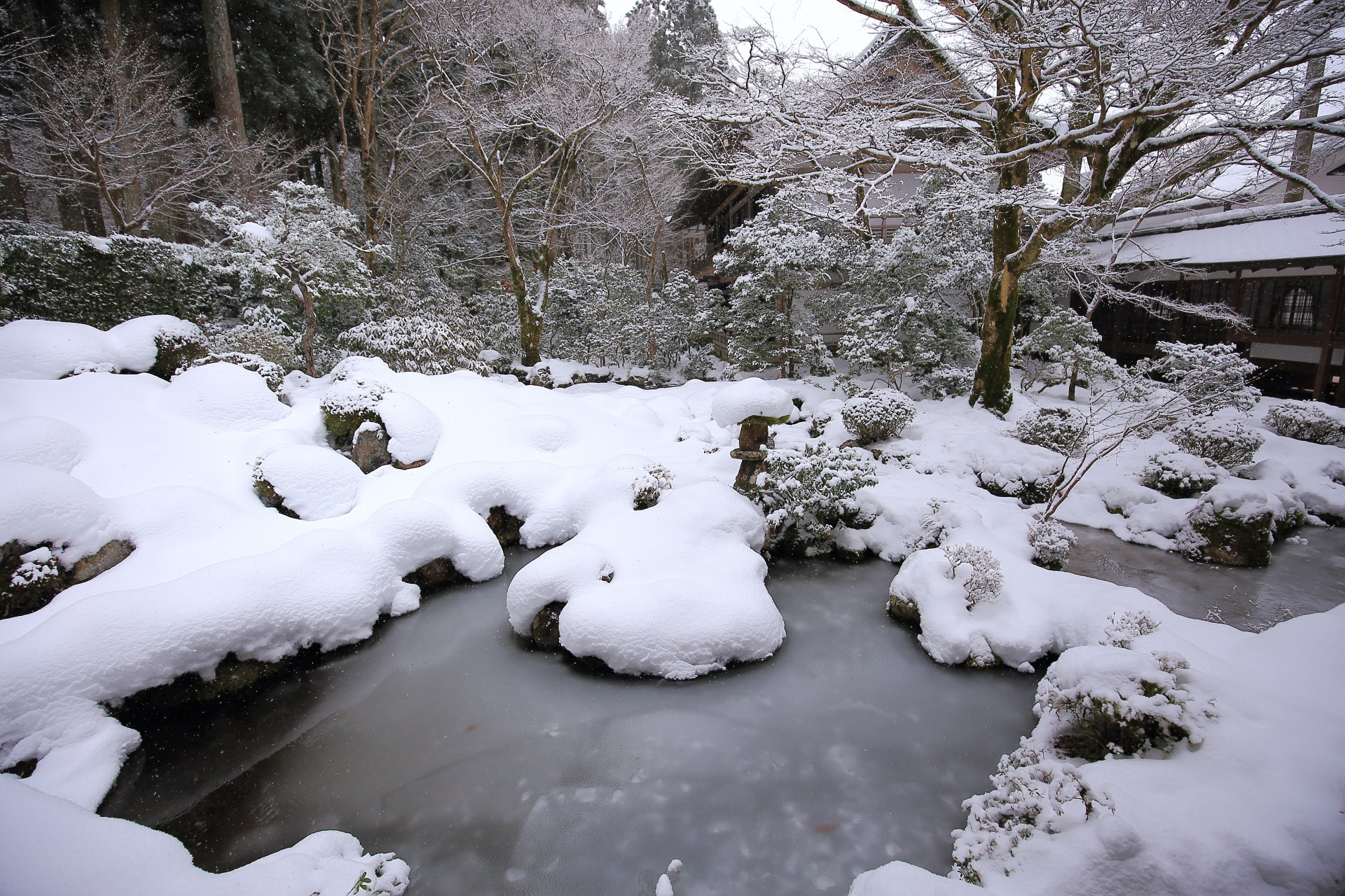 雪につつまれた聚碧園(しゅうへきえん)