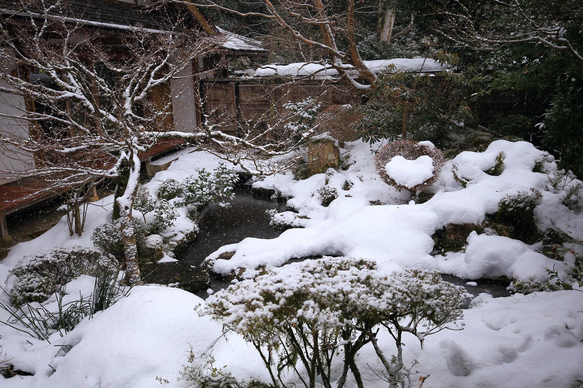 ハート型に雪が積もる宝泉院