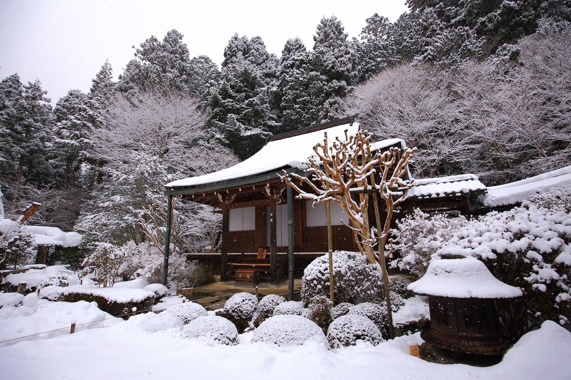 高画質 写真 寂光院 雪景色