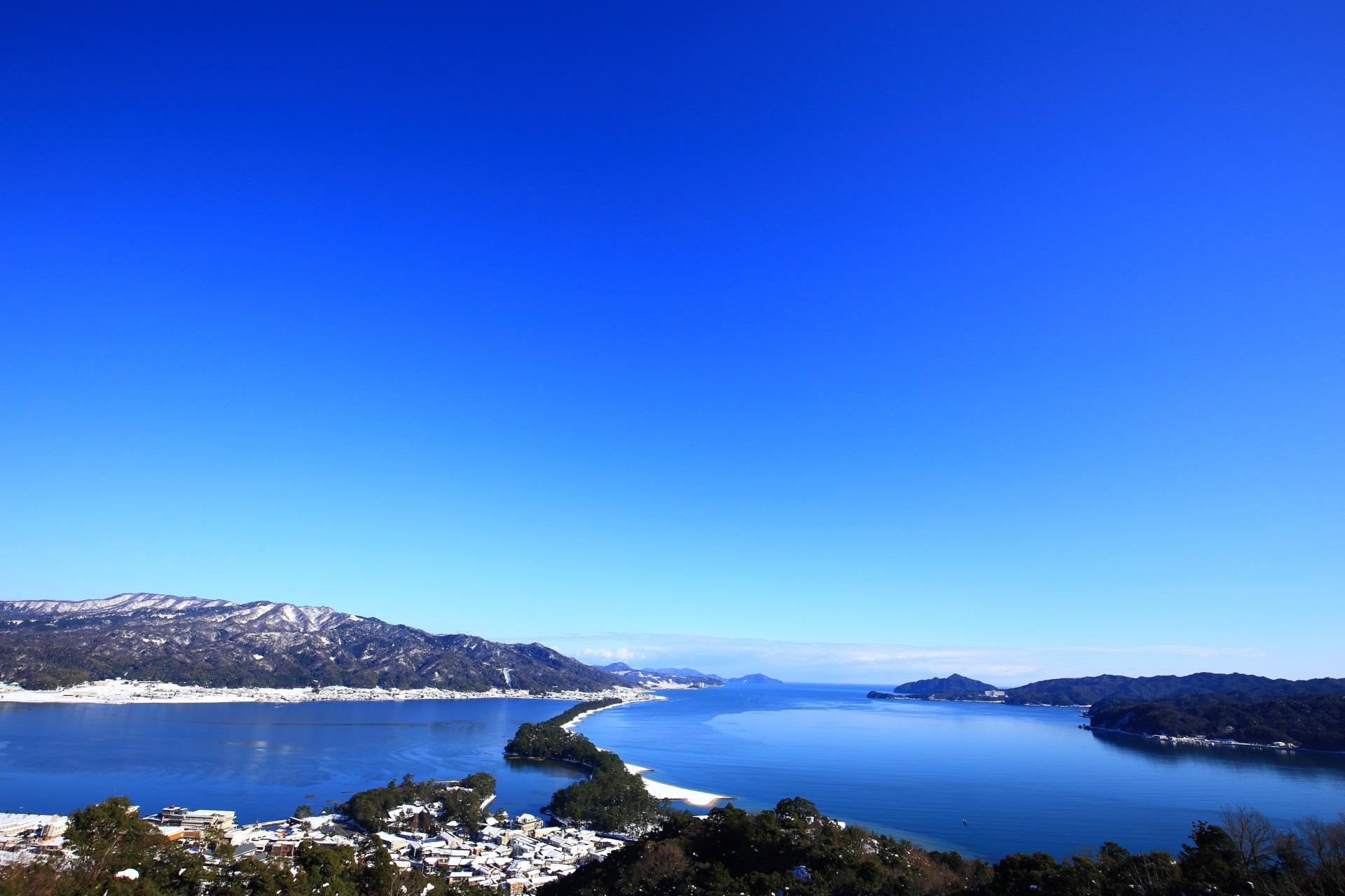 天橋立ビューランドから眺めた見事な青空と青い海の天橋立