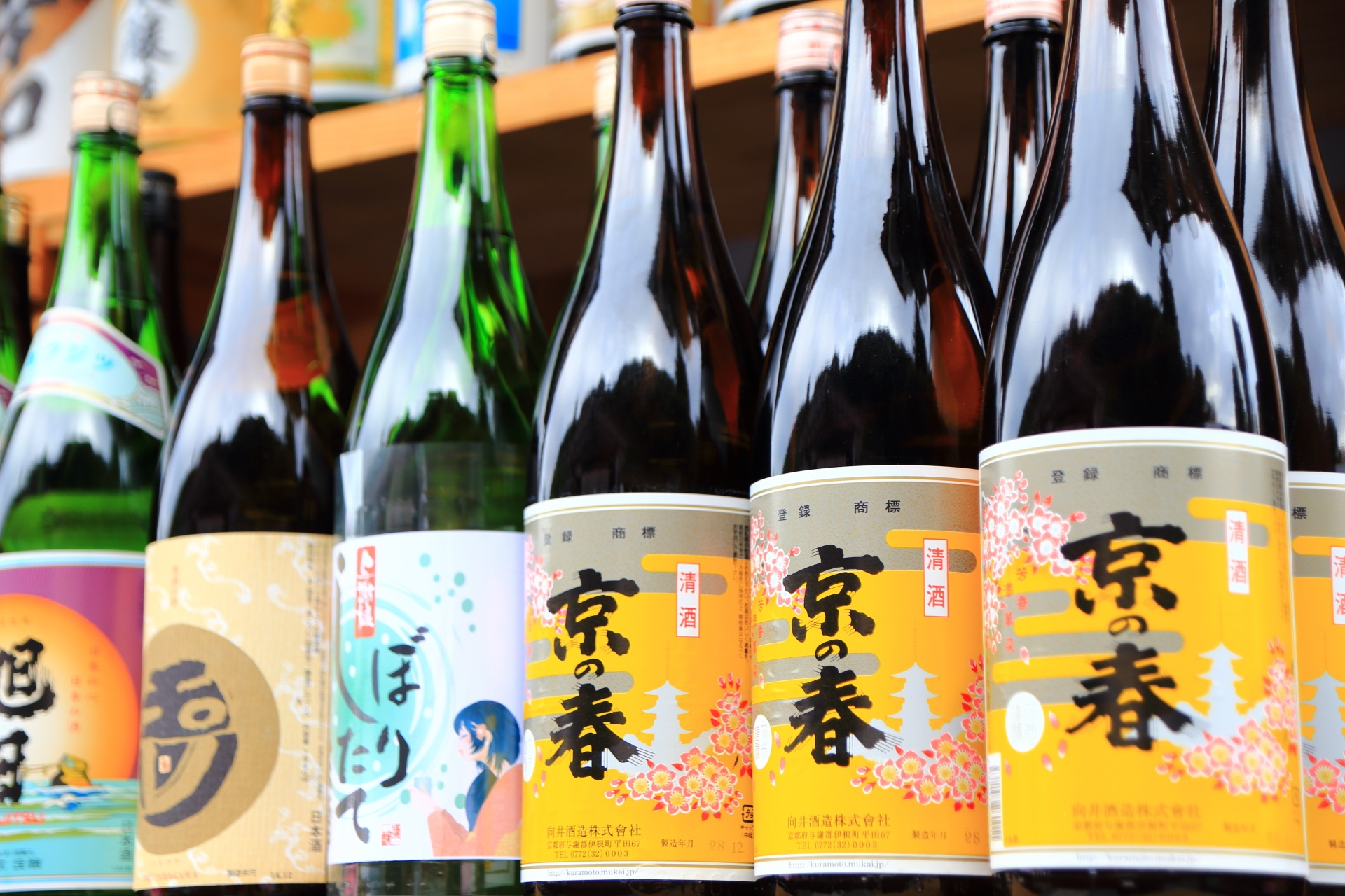 京都松尾大社の拝殿のお正月の酒瓶