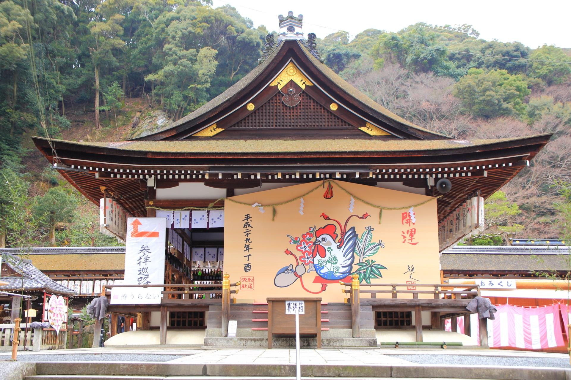 京都のお酒の神社の松尾大社の拝殿の酉年の大絵馬