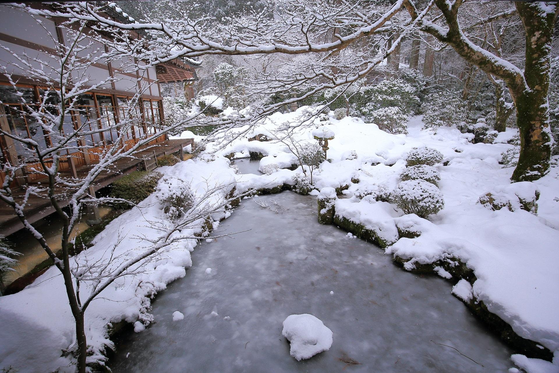 三千院 冬景色 京都大原の雪と氷の世界