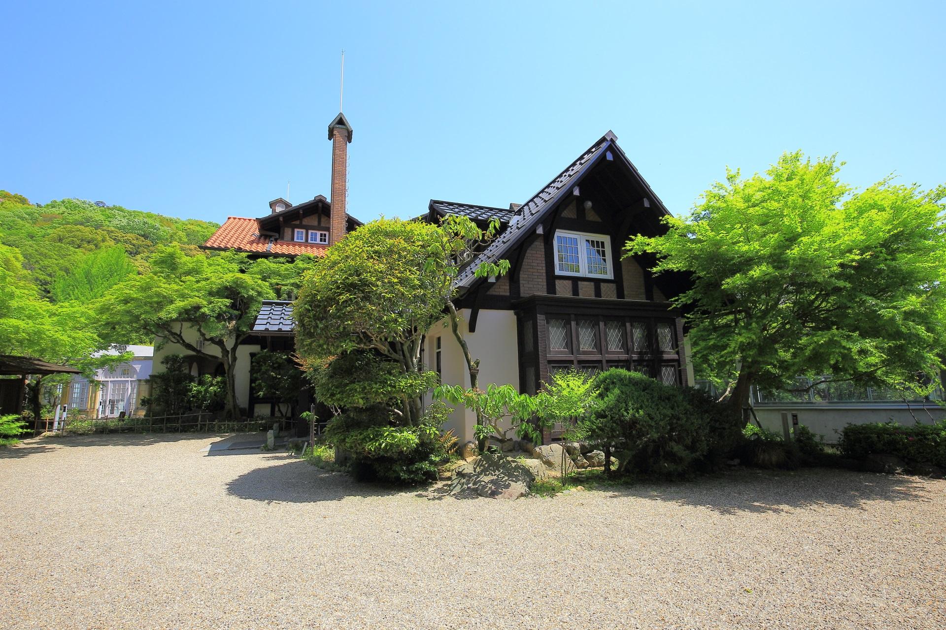 大山崎山荘美術館 新緑 レトロな建物と美しい庭園