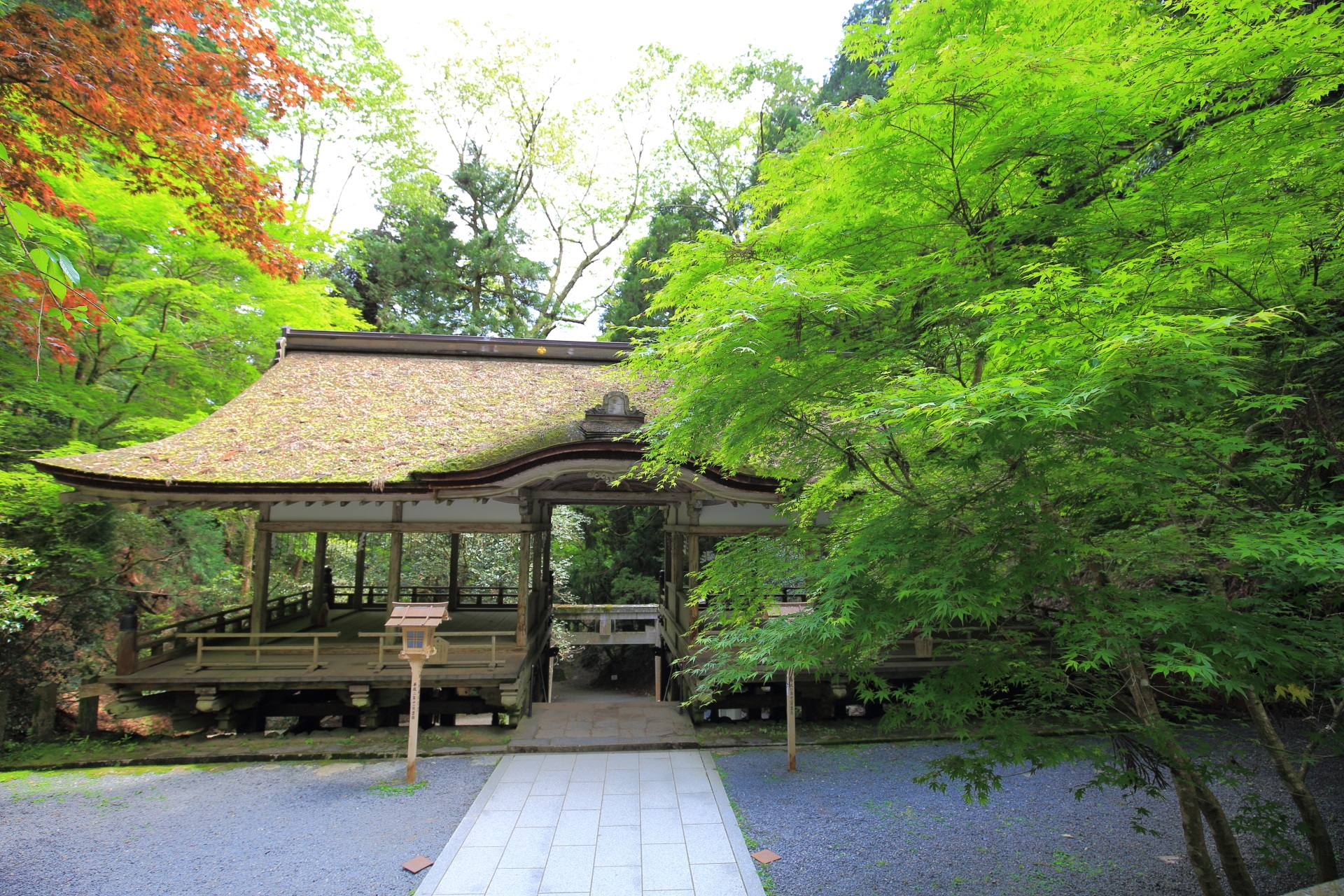 由岐神社の拝殿