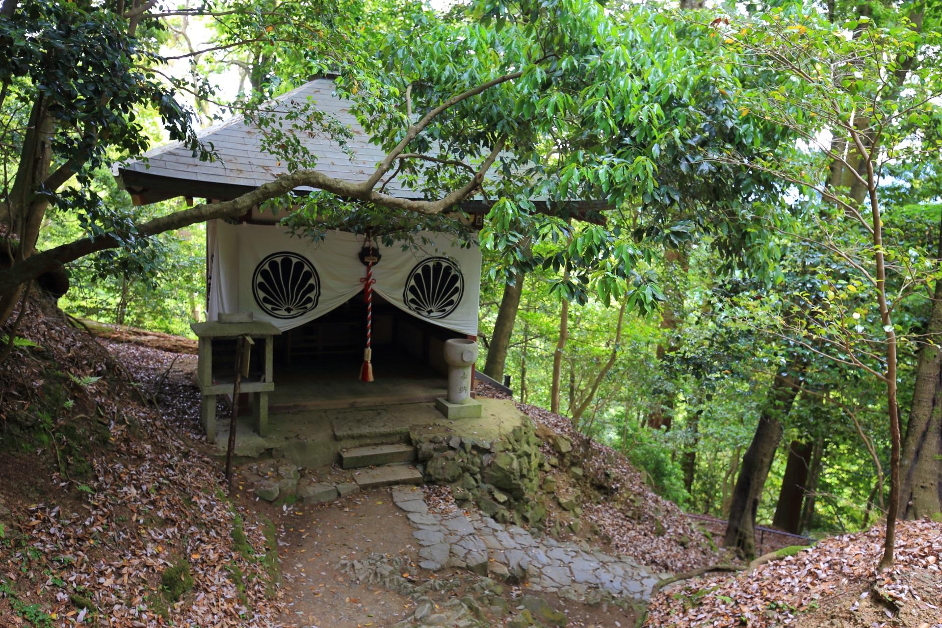 鞍馬山の「屏風坂の地蔵堂」