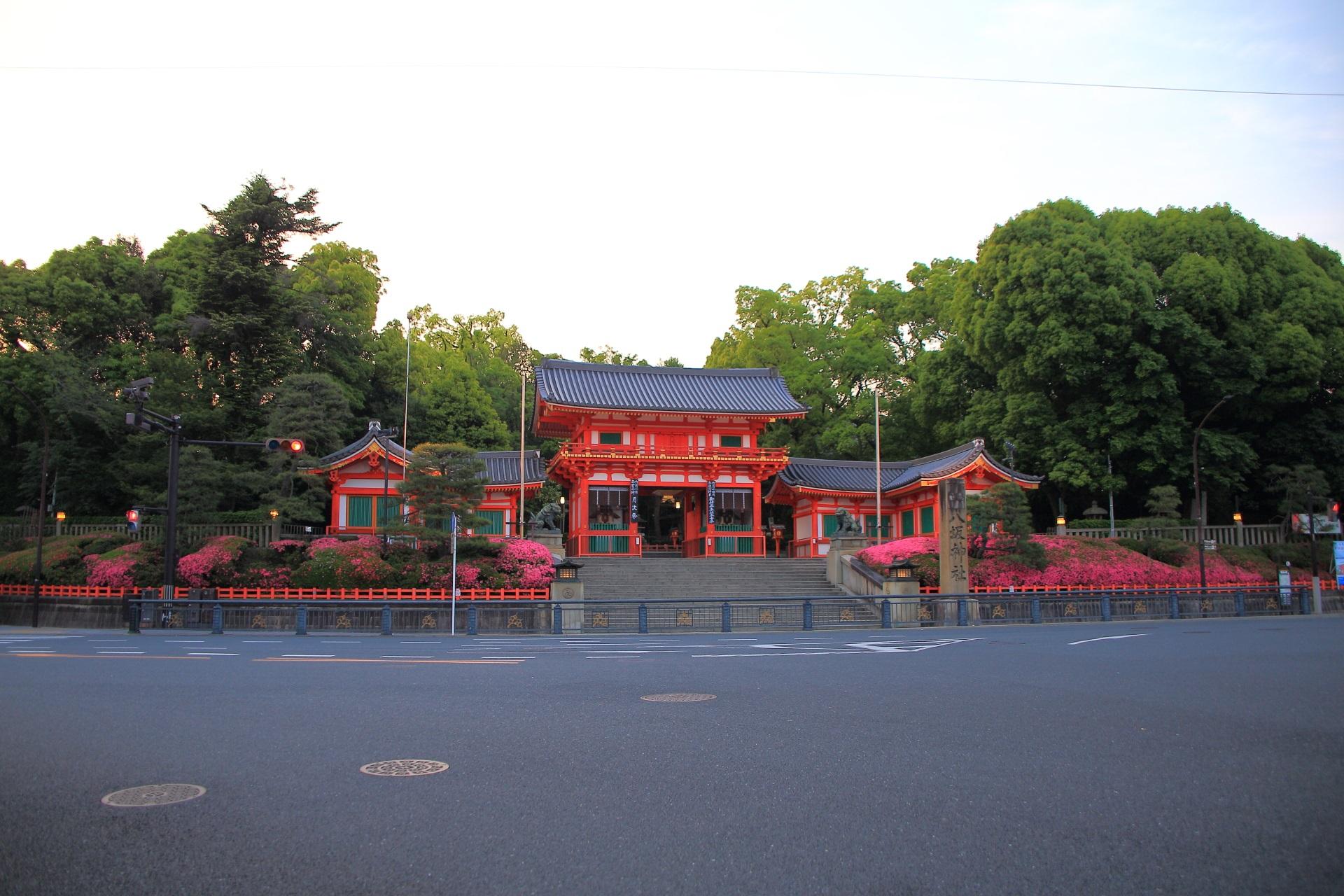 八坂神社の素晴らしいサツキと春の情景