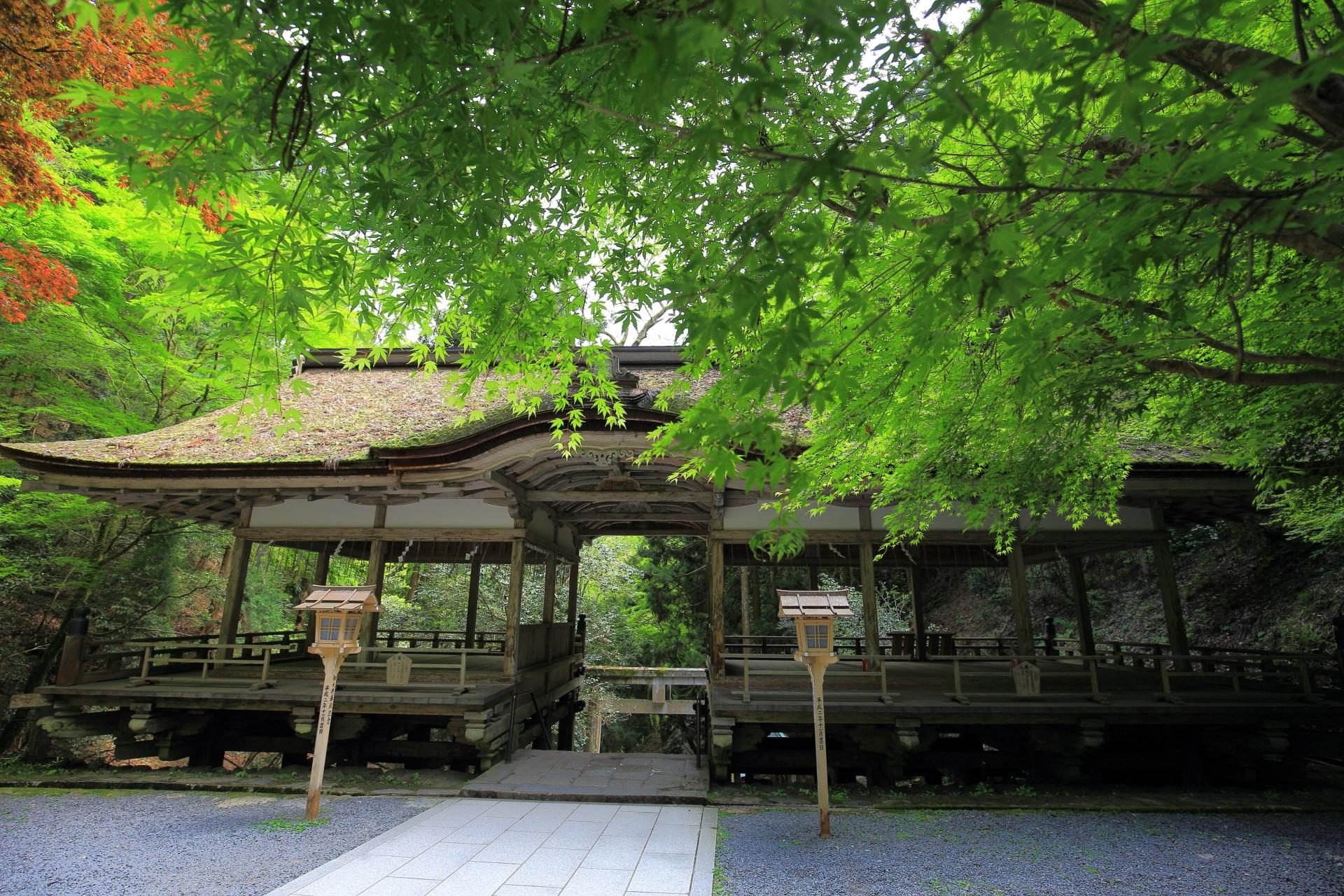 由岐神社の珍しい形式の拝殿