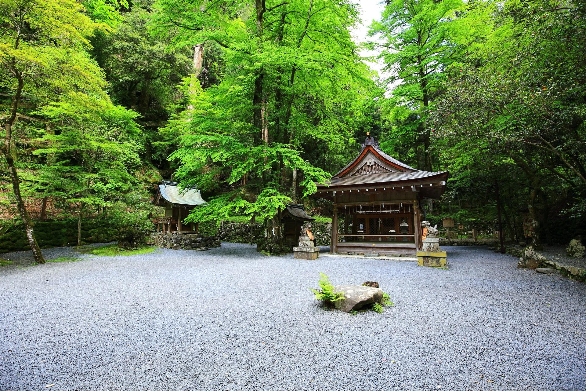 貴船神社の奥宮と緑
