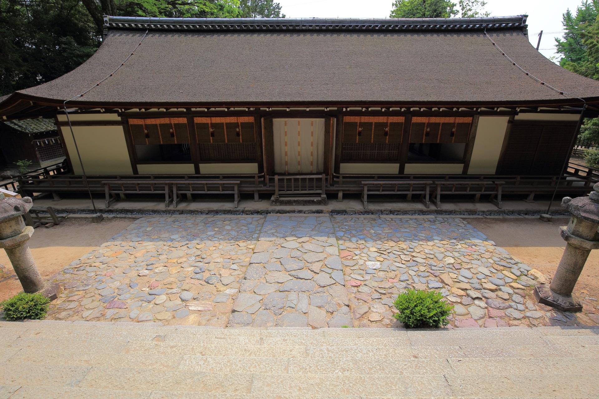 宇治上神社の雄大な拝殿