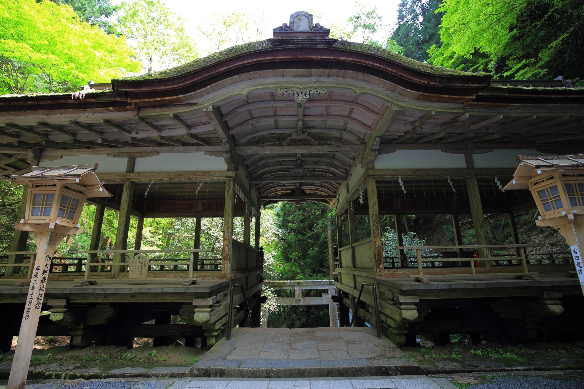 割拝殿 由岐神社