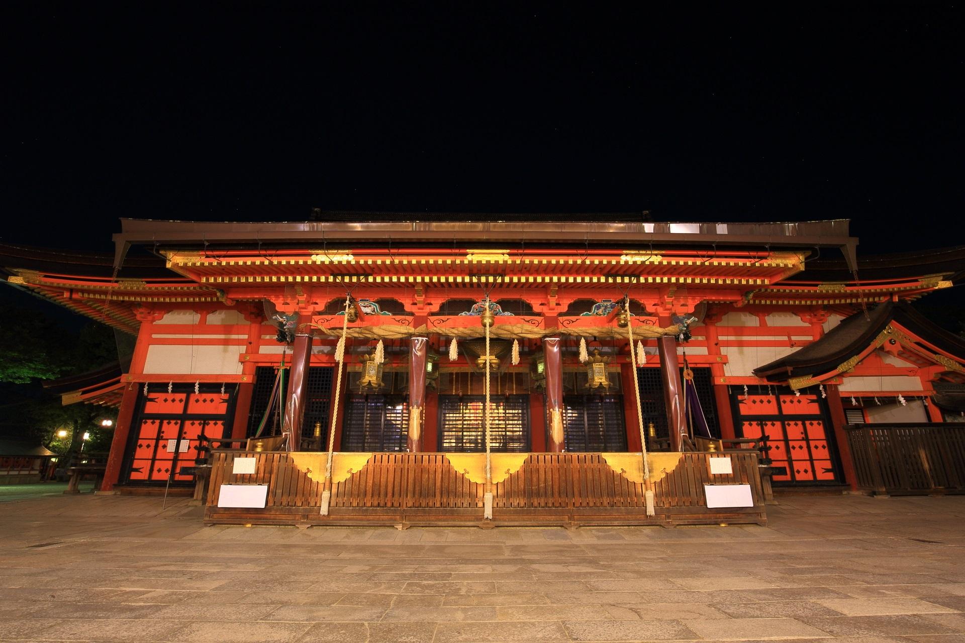 八坂神社の本殿の夜景