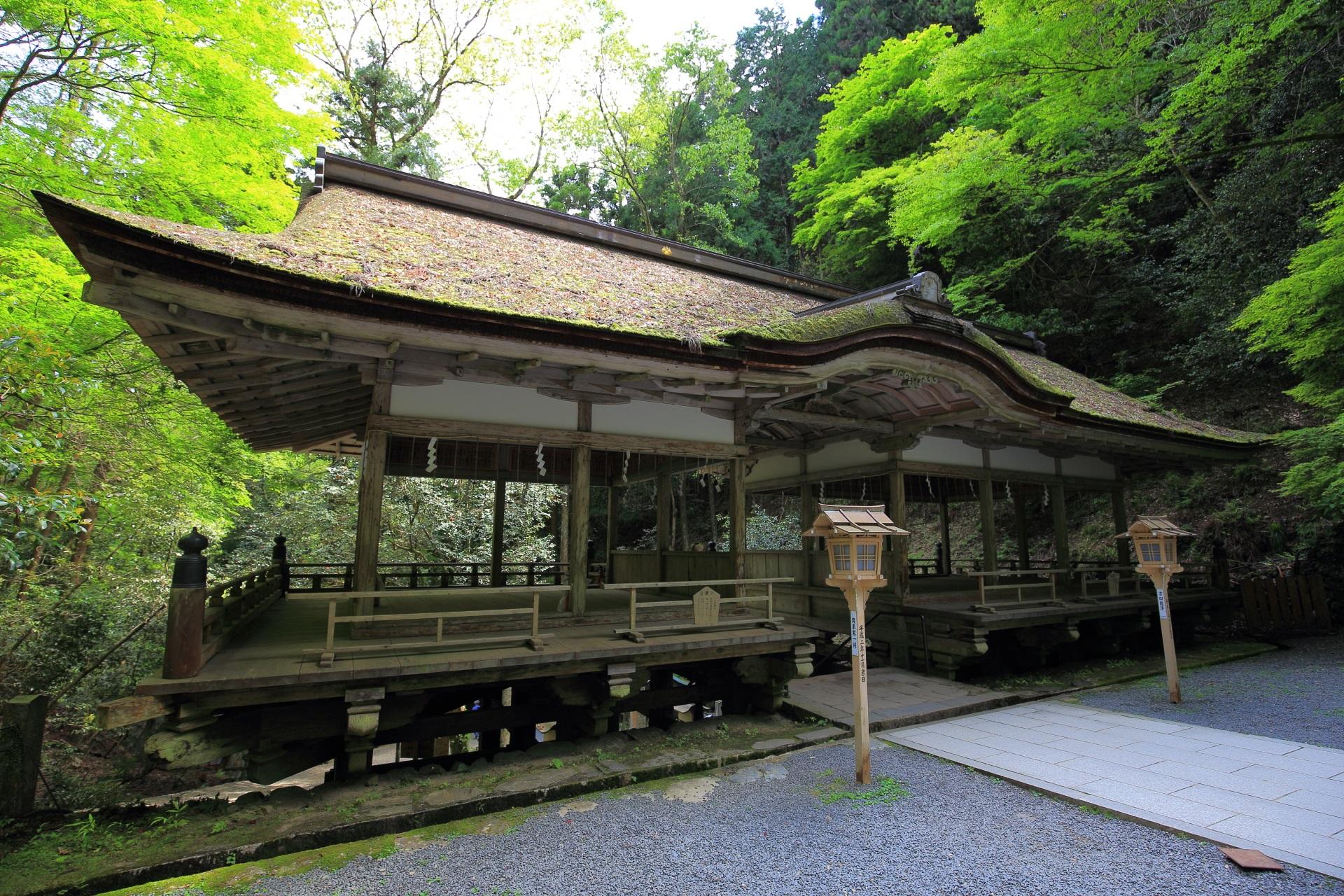 雄大な由岐神社の拝殿