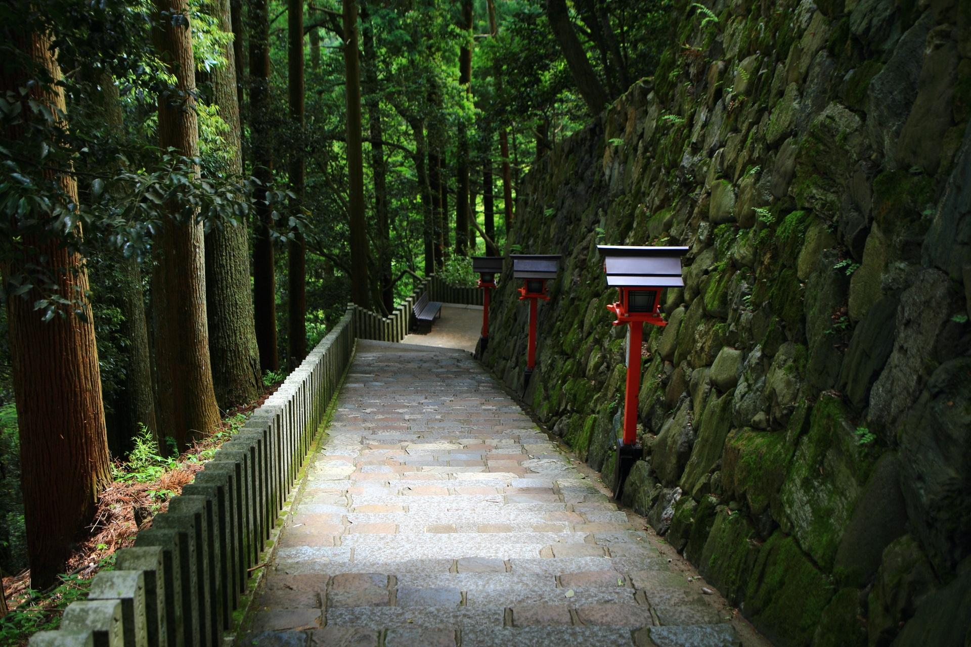 鞍馬寺の風情ある石段