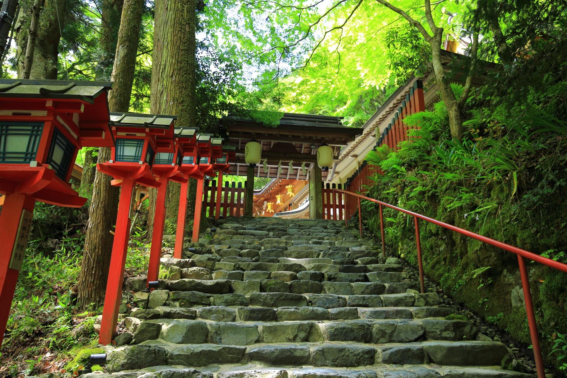 貴船神社の参道と石段