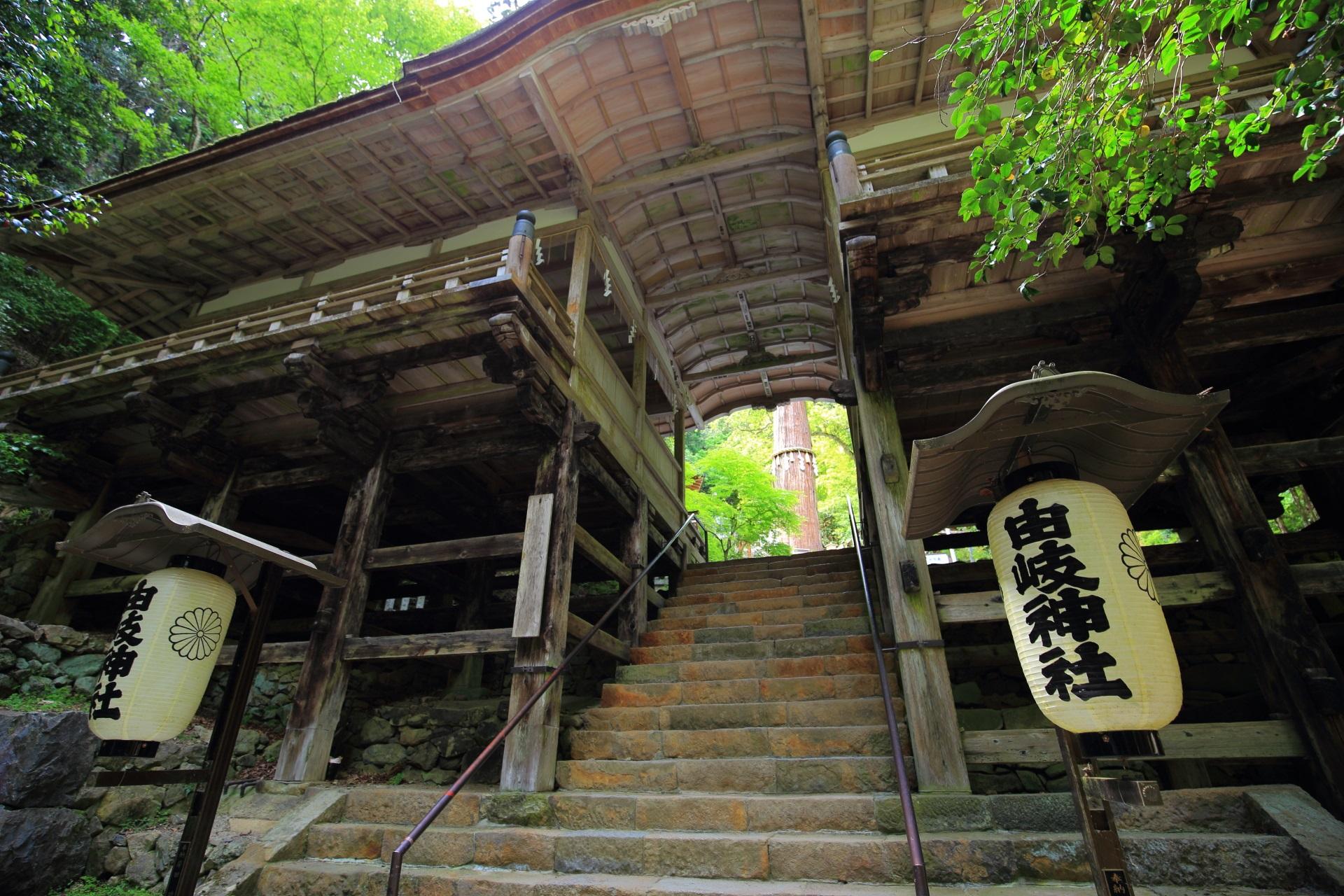 懸造(かけづくり)の拝殿