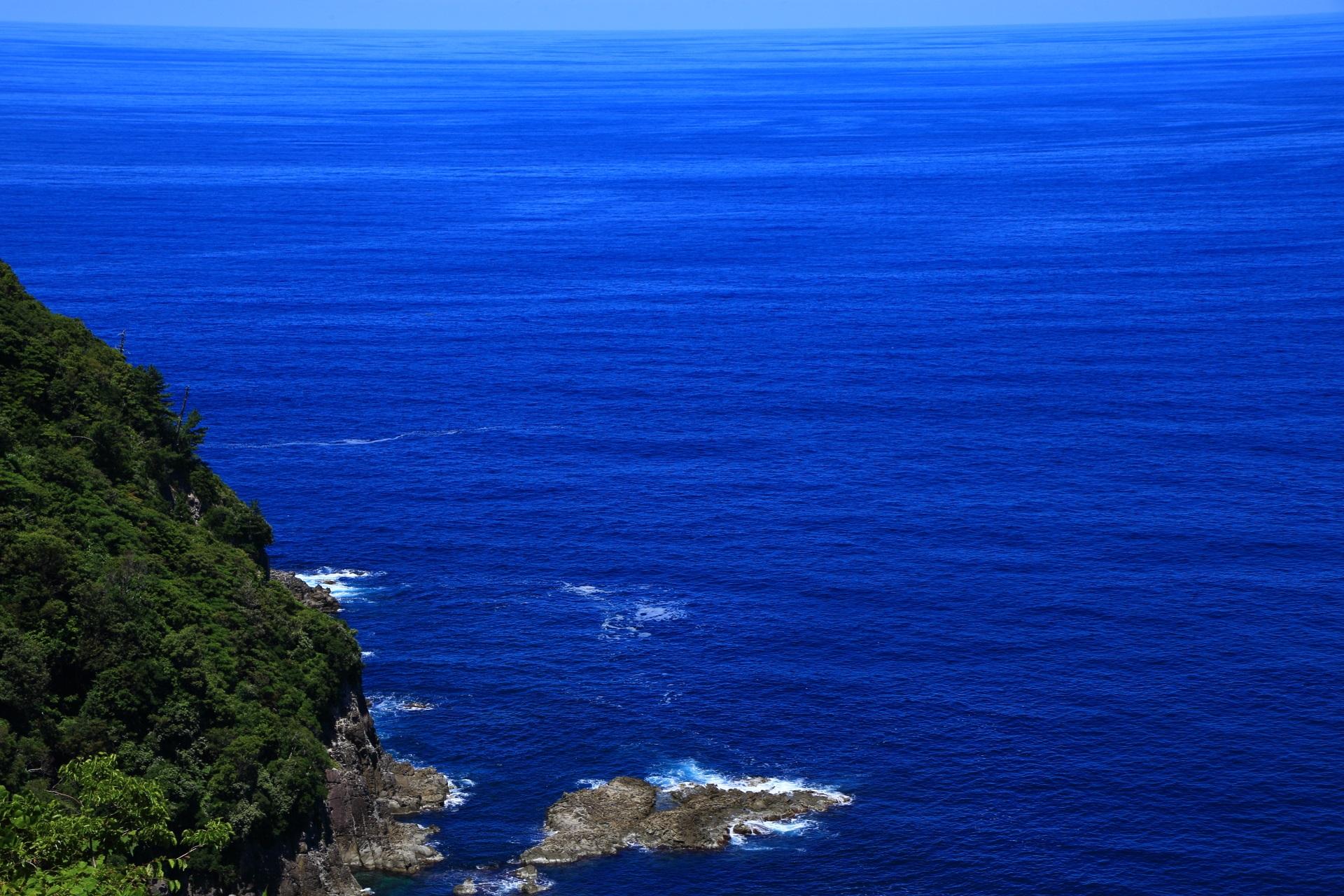 崖の向こうに広がる素晴らしすぎる京丹後の日本海