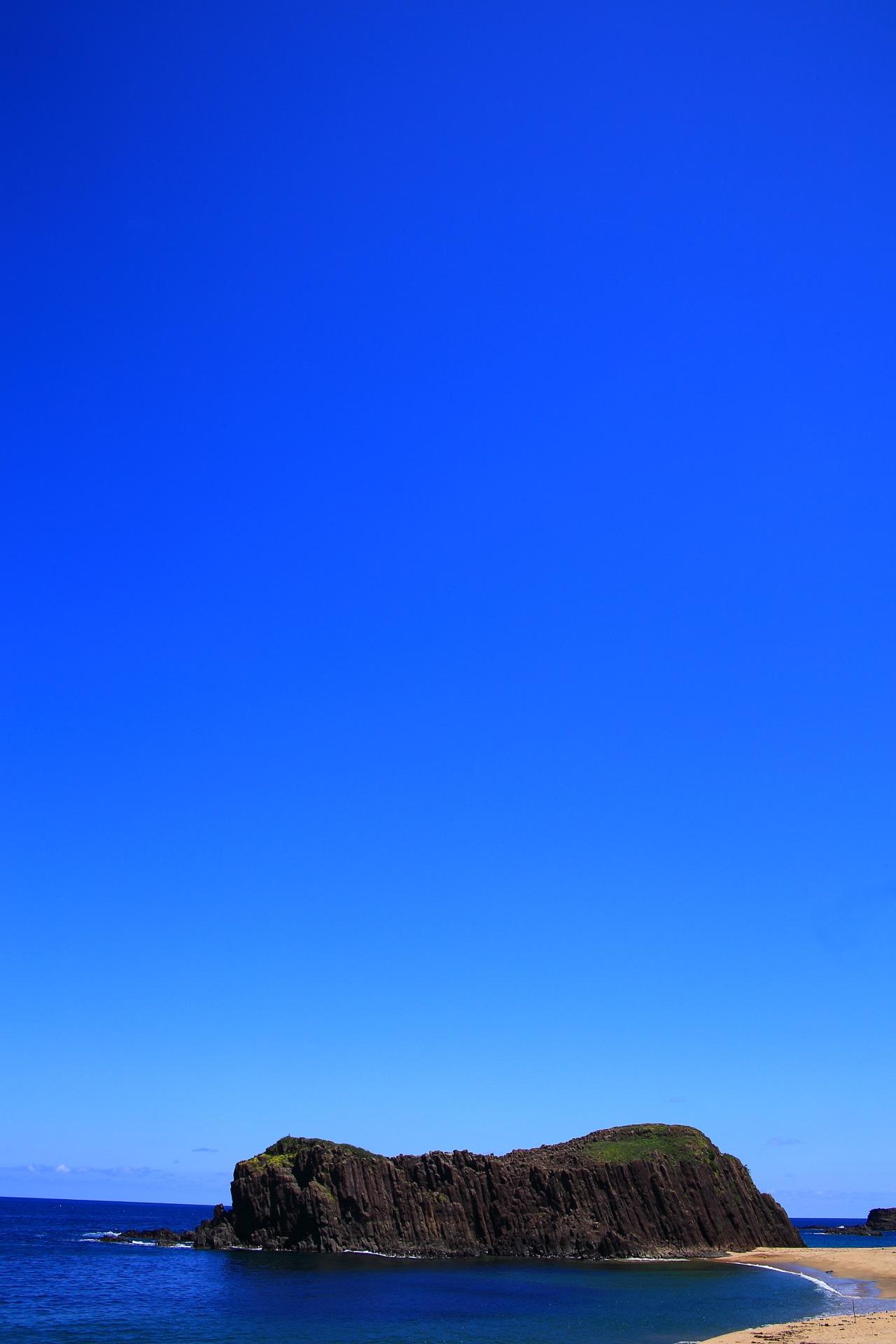 最高の青空と海が綺麗なことでも有名な後ヶ浜の青い海