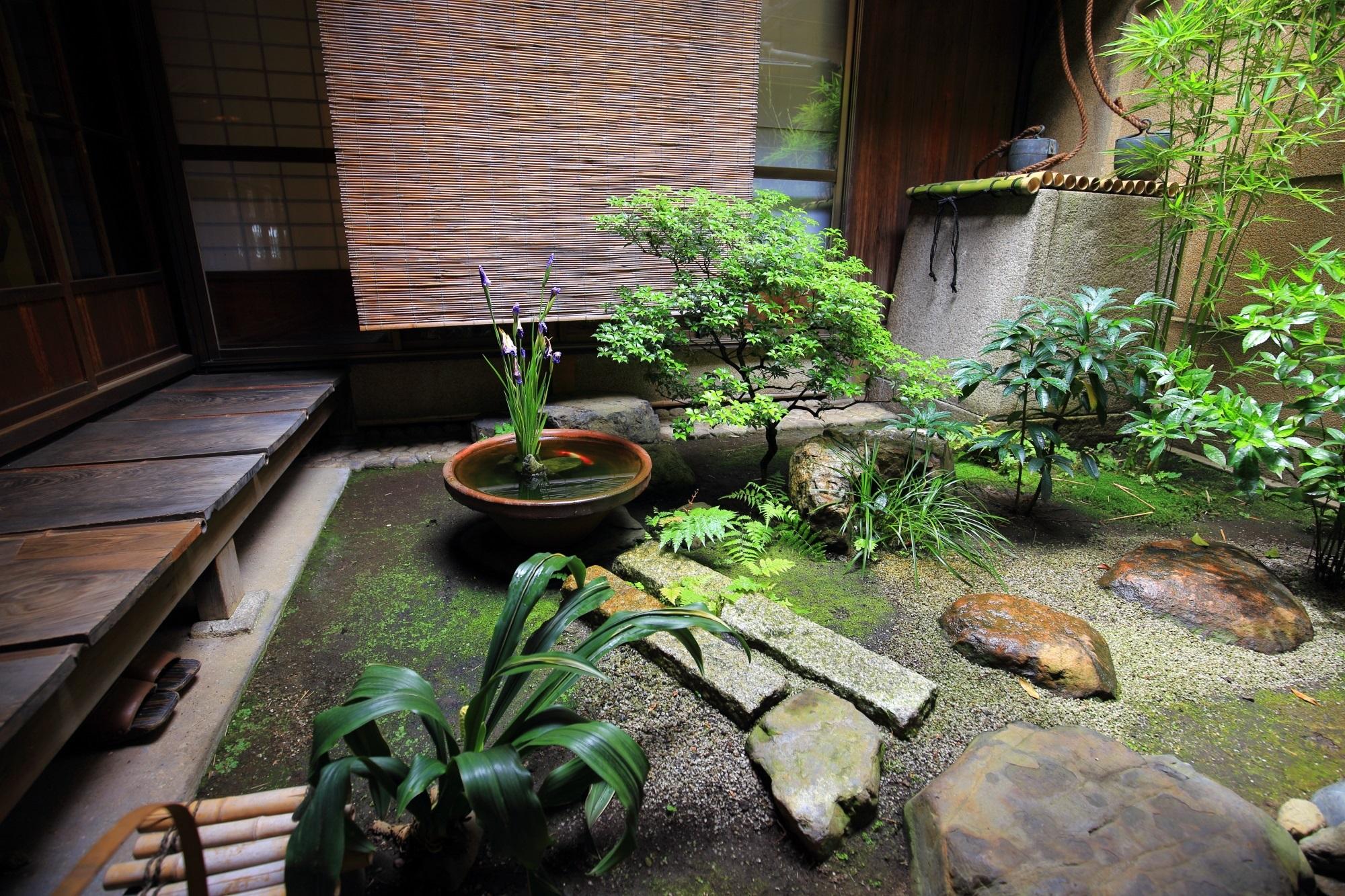 栖園の和風の落ち着く中庭