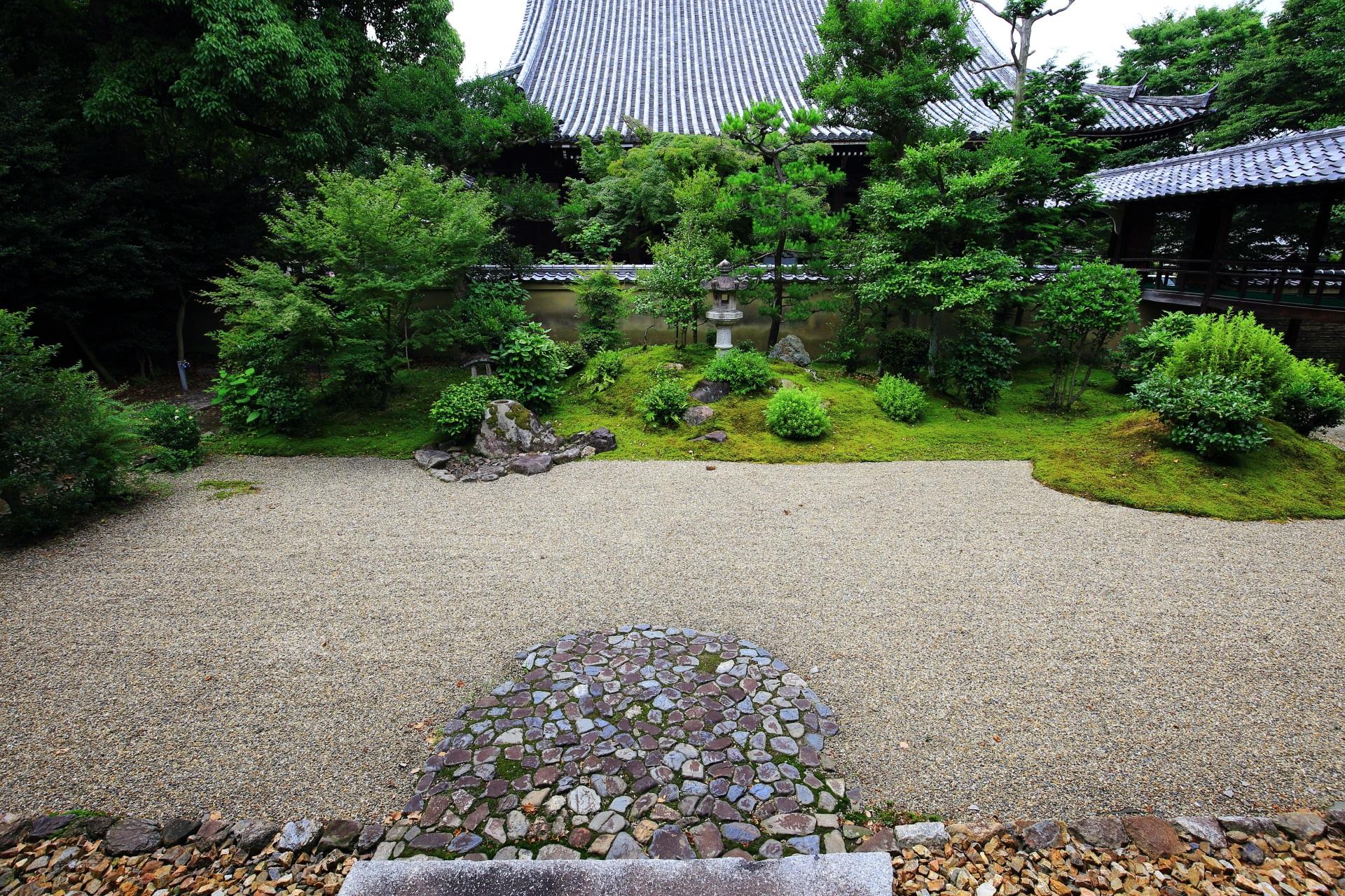 龍華苑と呼ばれる立本寺の美しい枯山水庭園