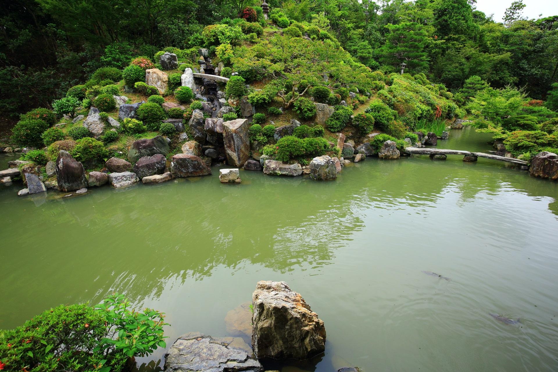 中国の盧山をかたどった智積院の庭園