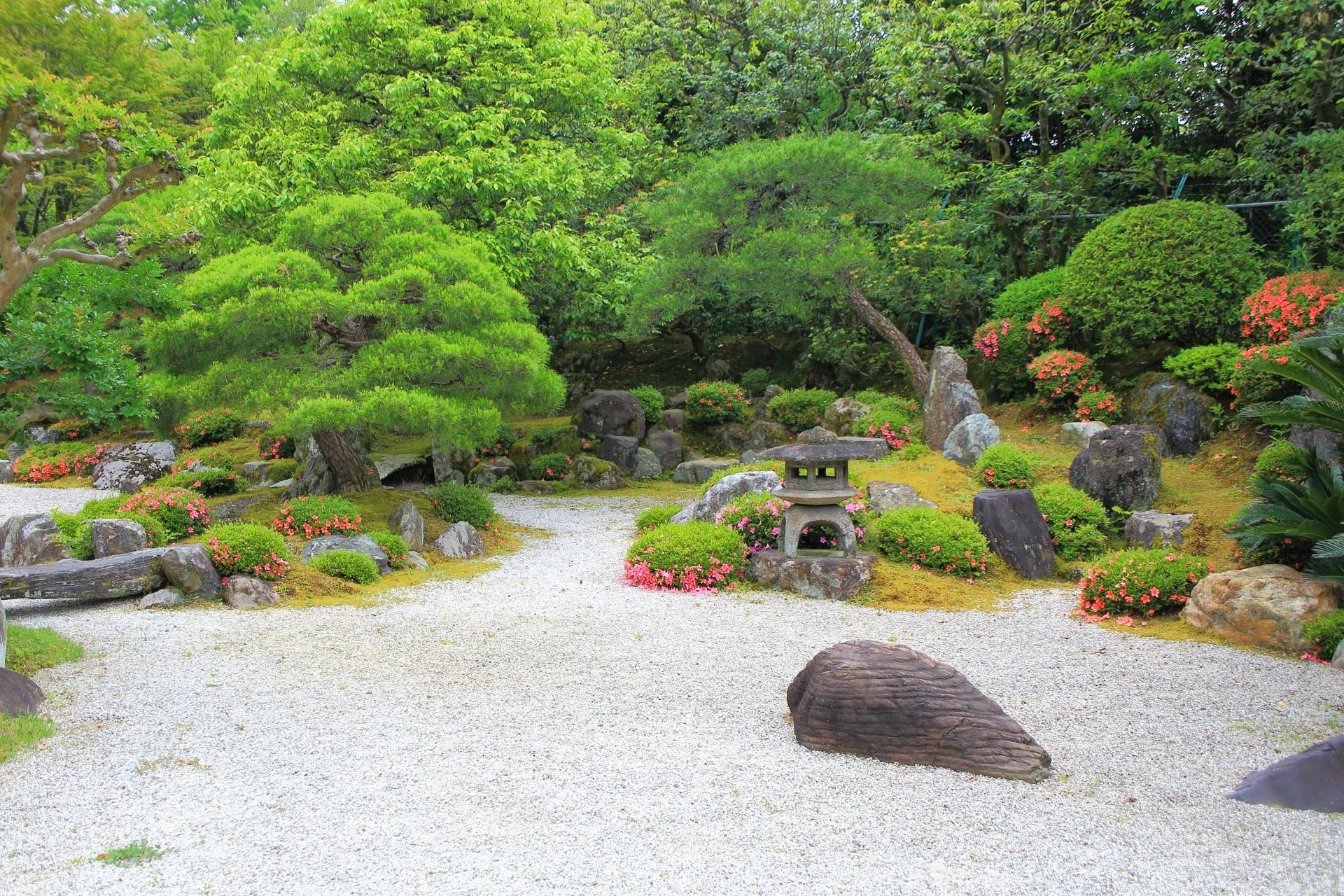 知恩院友禅苑の良く手入れされたまさに日本庭園
