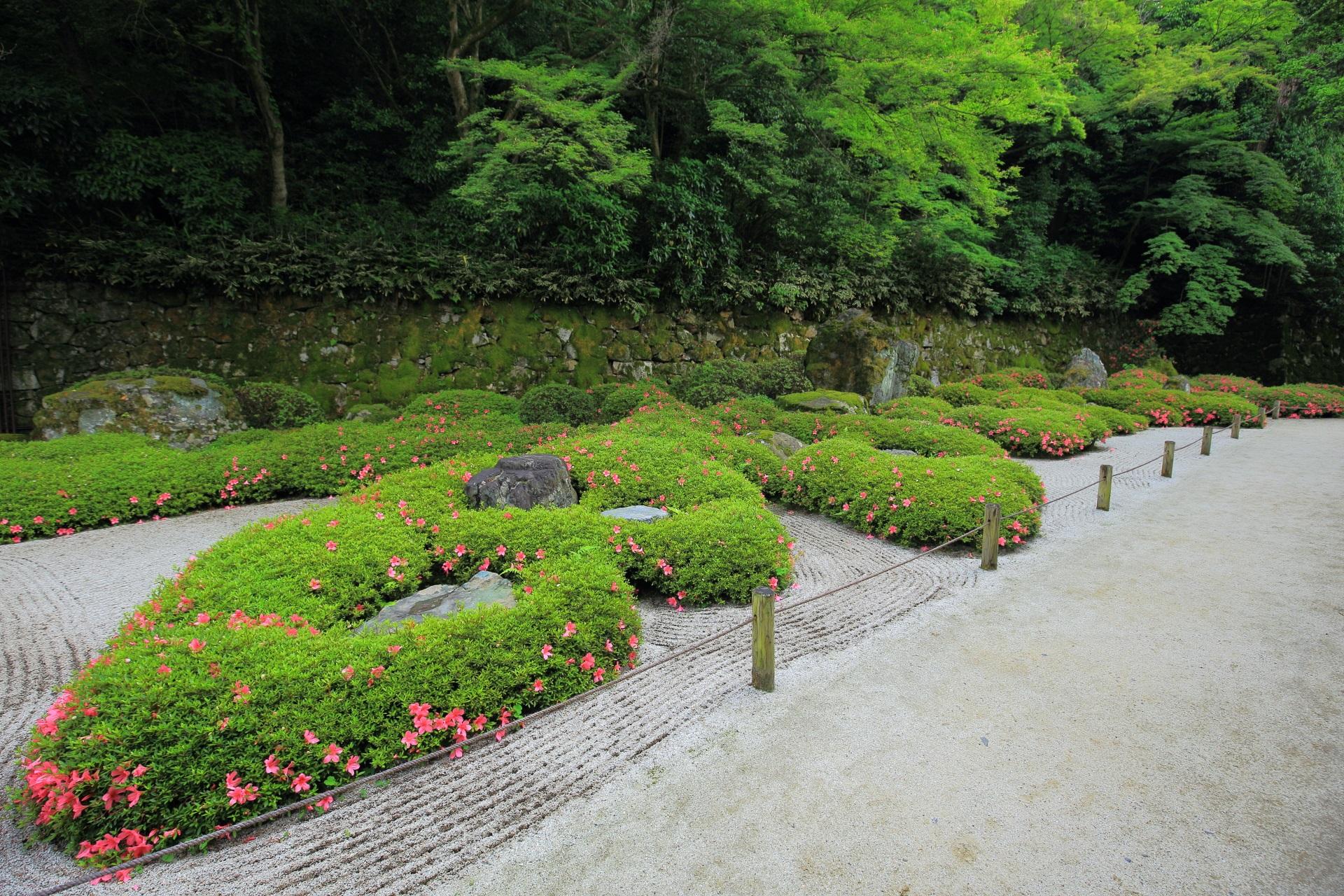 方丈庭園の奥にある『阿弥陀如来二十五菩薩来迎図』を基に造られた「二十五菩薩の庭」